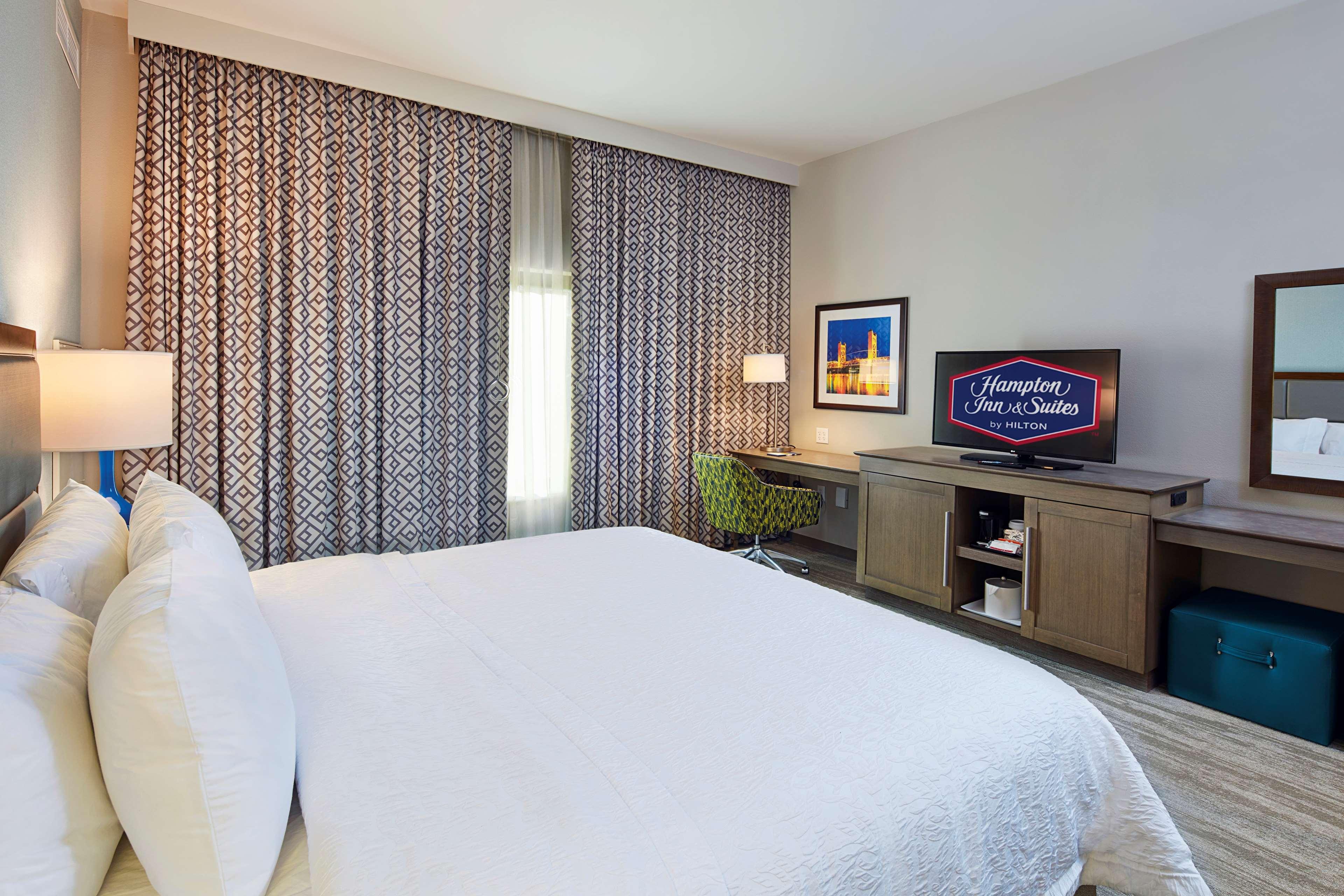 Hampton Inn & Suites Sacramento at CSUS image 25
