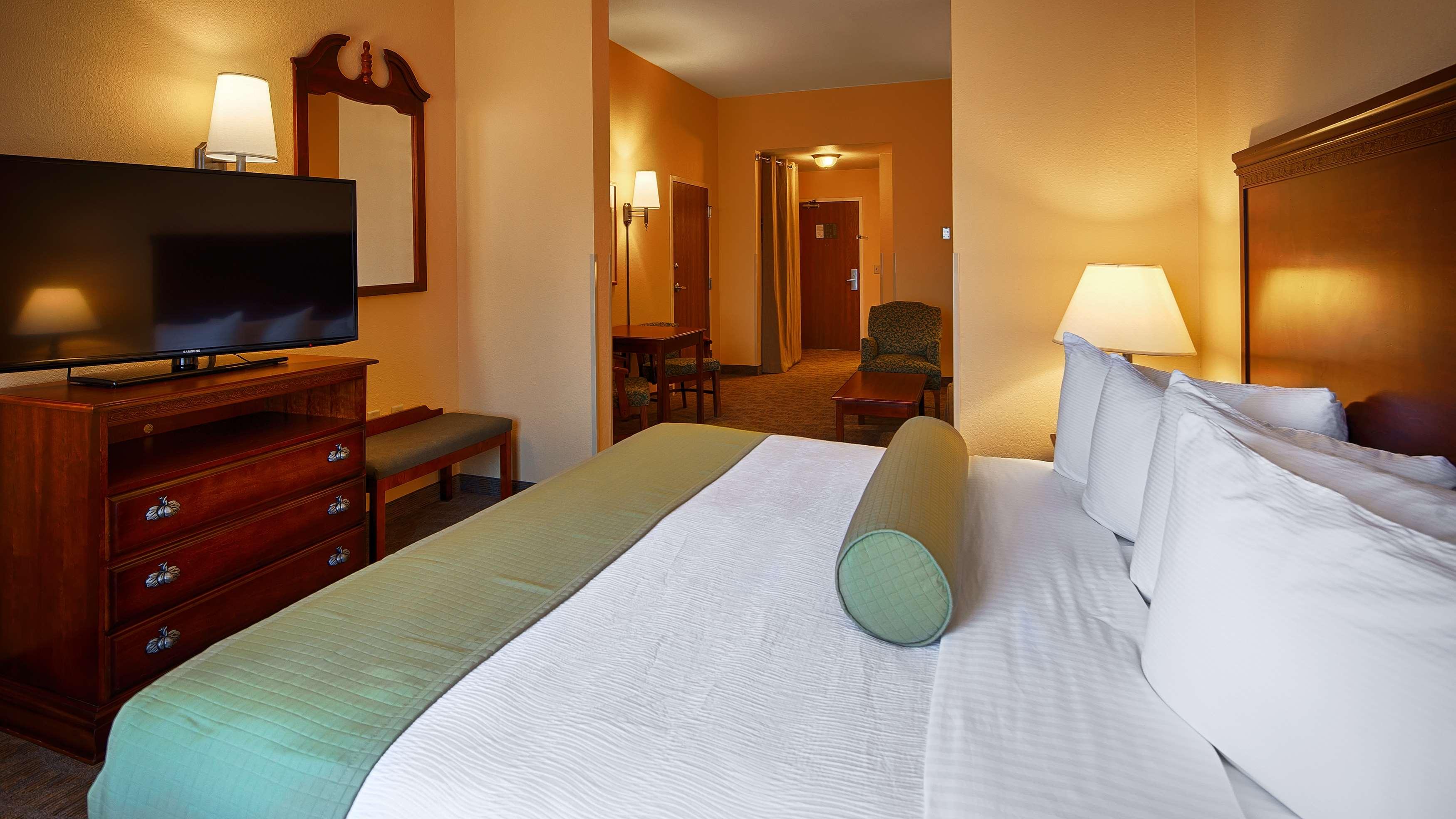Best Western Plus Executive Hotel & Suites image 23