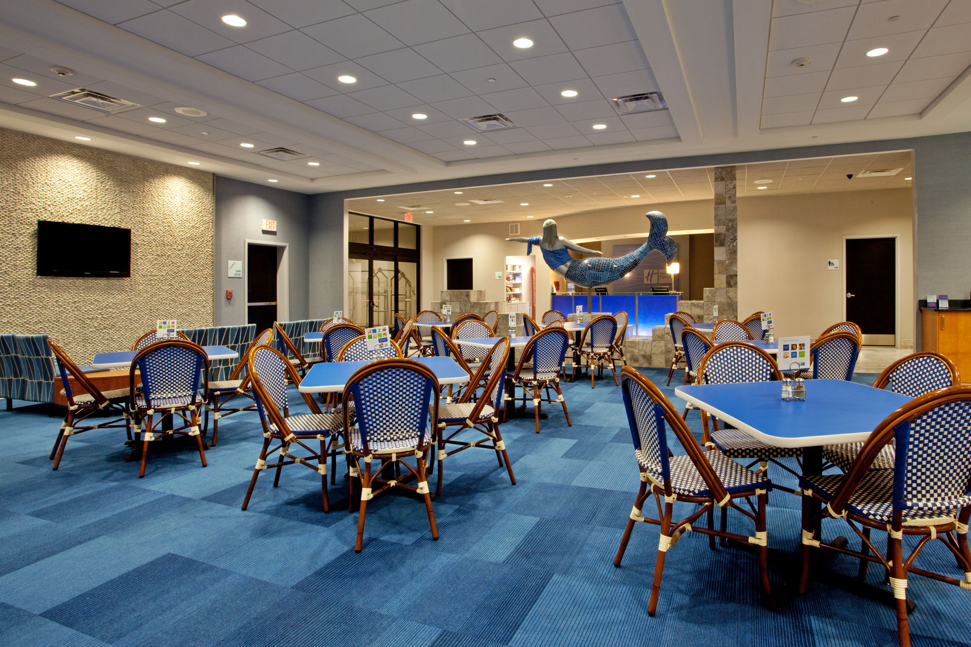 Holiday Inn Express & Suites Norfolk Airport image 5
