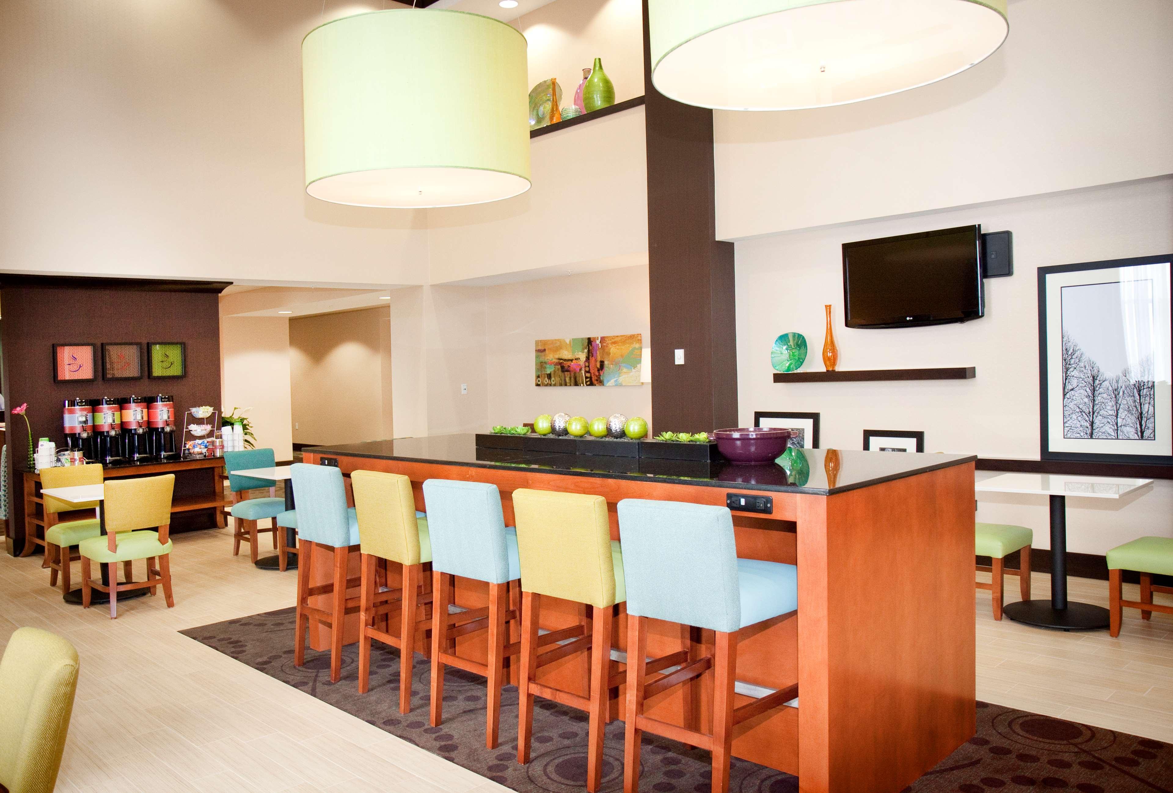 Hampton Inn & Suites Wheeling-The Highlands image 4