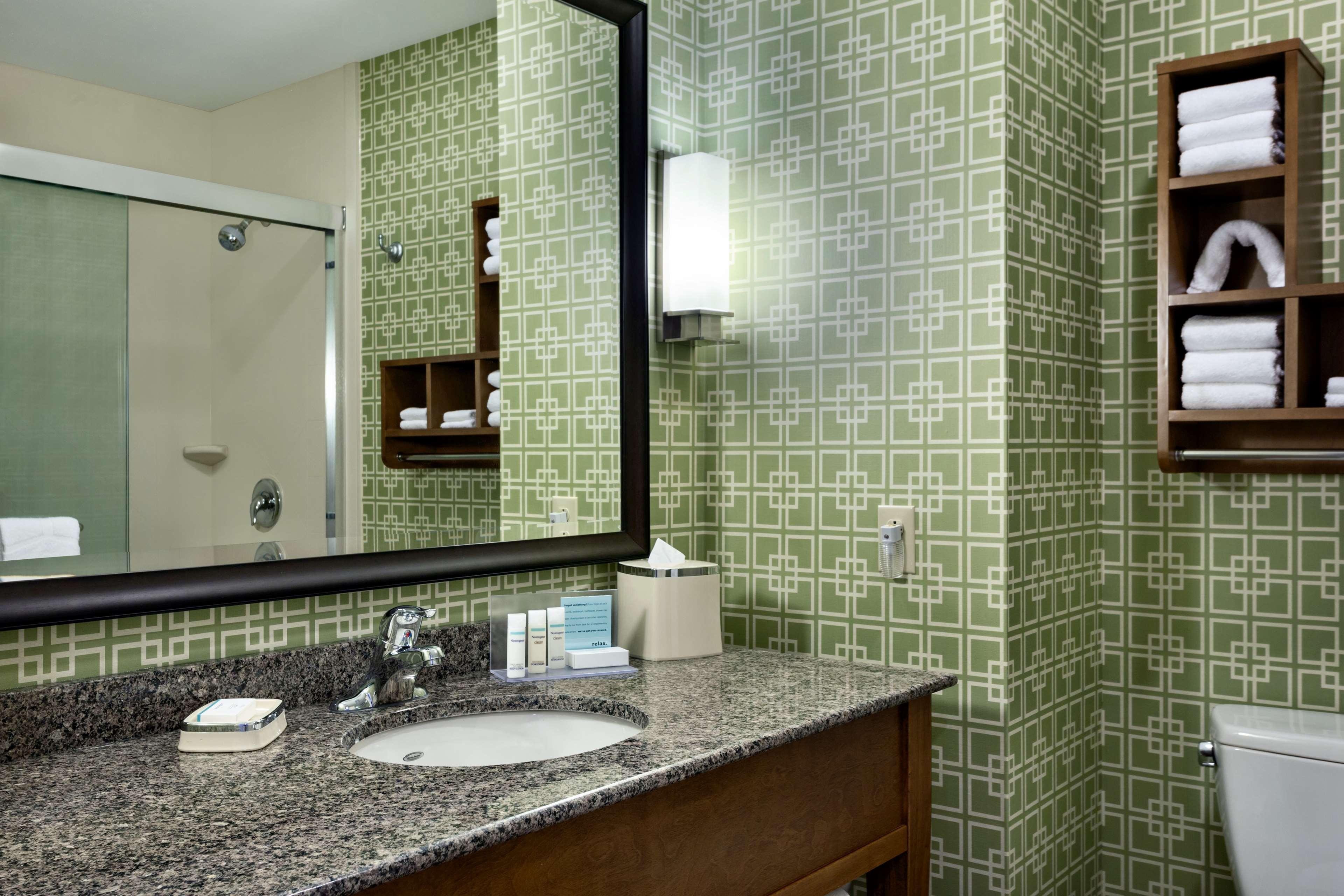 Hampton Inn and Suites Clayton/St Louis-Galleria Area image 19