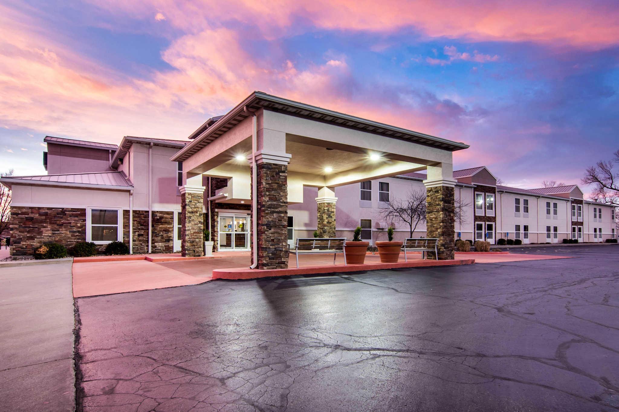 Comfort Inn & Suites Junction City - near Fort Riley image 2