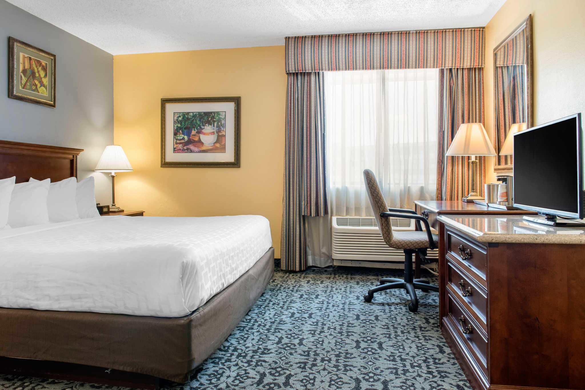 Quality Inn Airport image 12