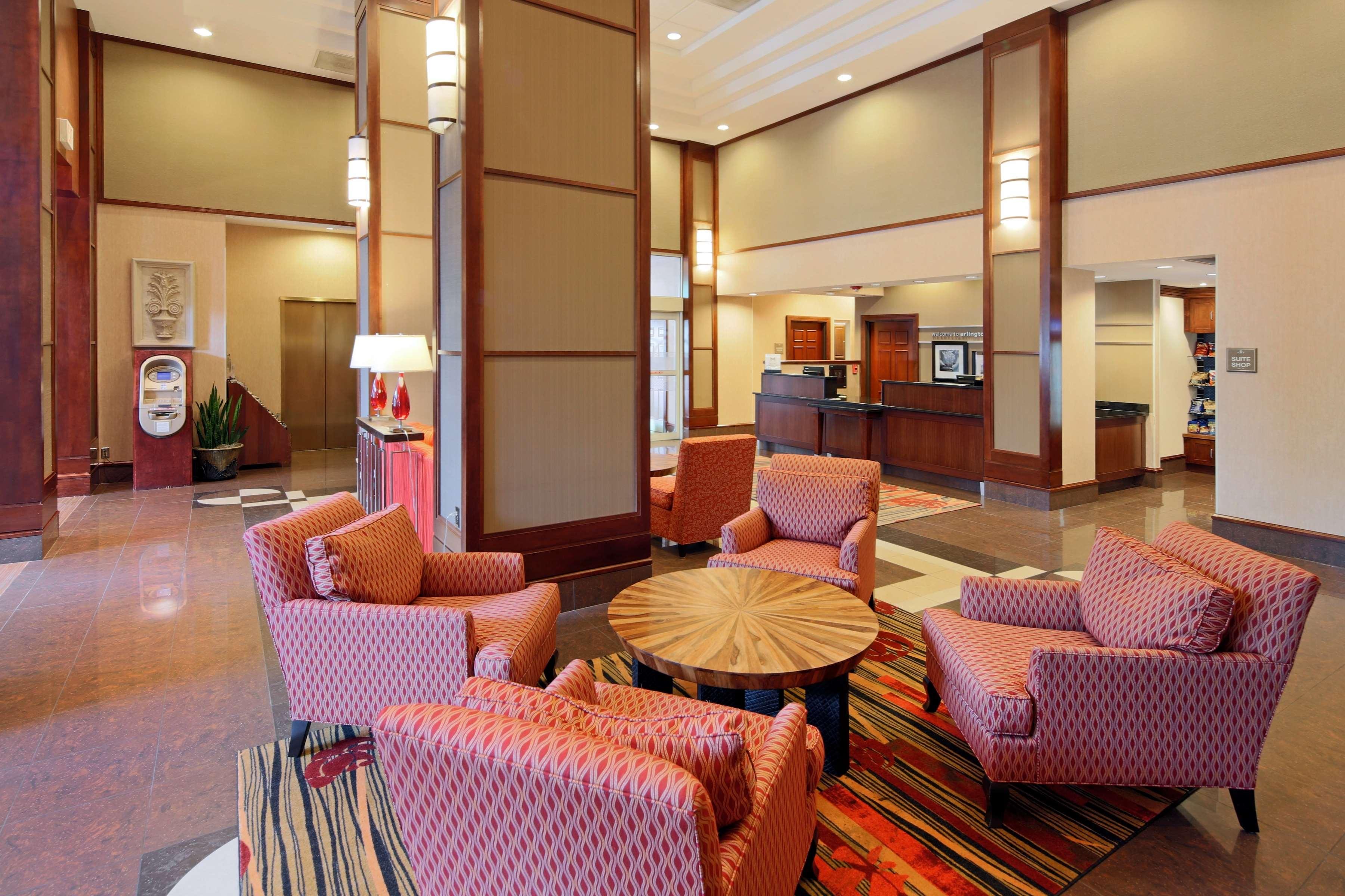 Hampton Inn & Suites Reagan National Airport image 1