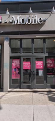 Exterior photo of T-Mobile Store at West Chicago & North Ashland 2, Chicago, IL