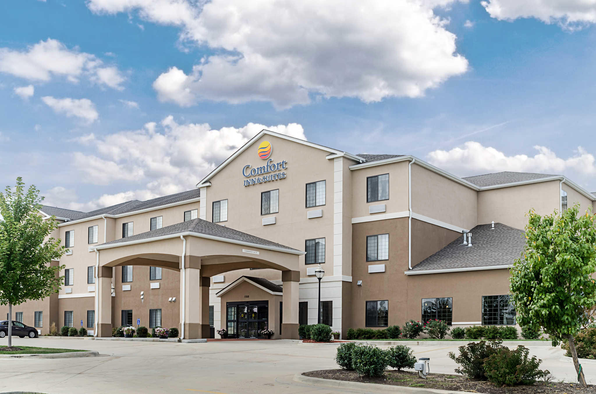 Comfort Inn & Suites Lawrence - University Area image 0