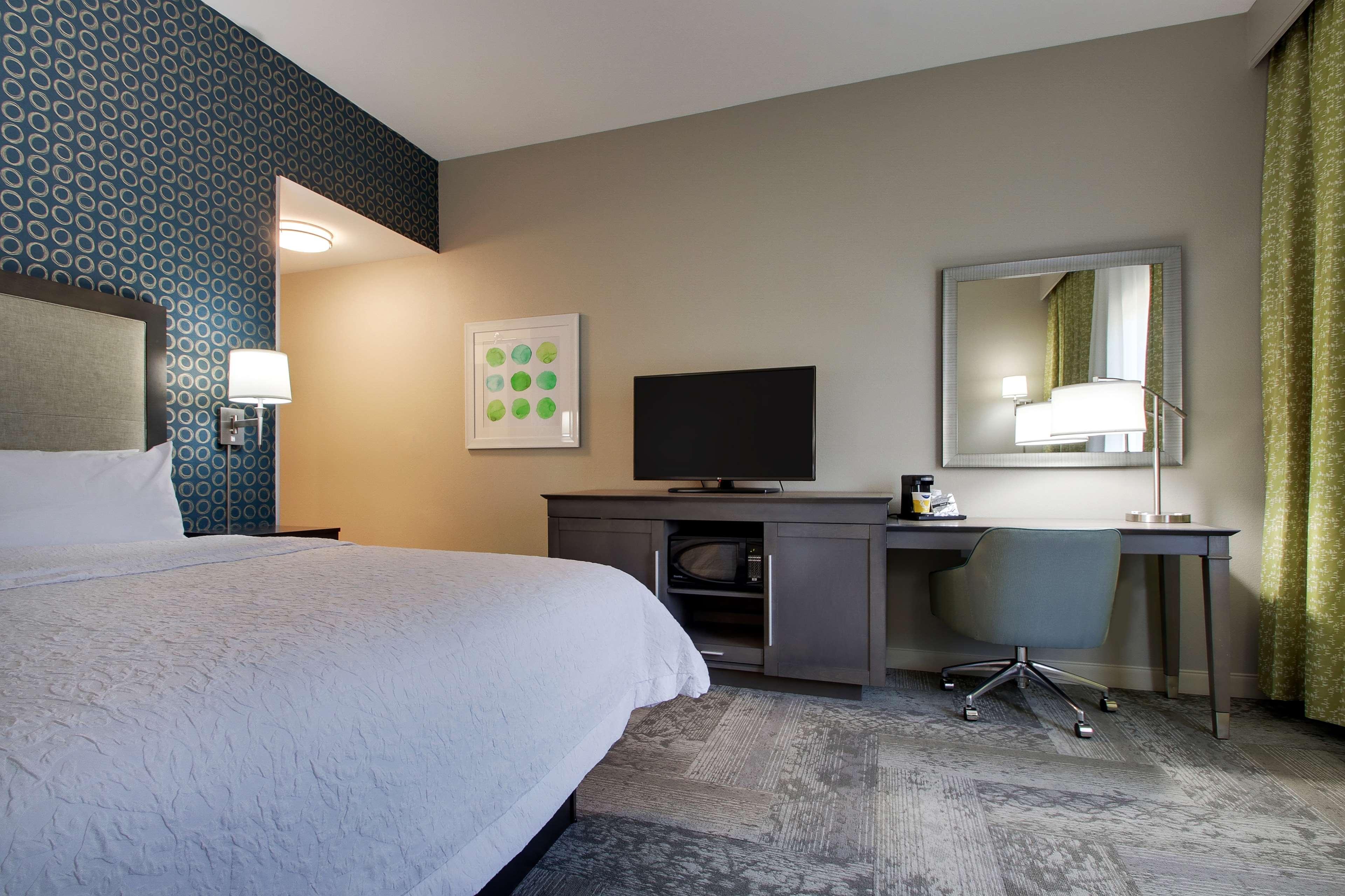 Hampton Inn & Suites Knightdale Raleigh image 27