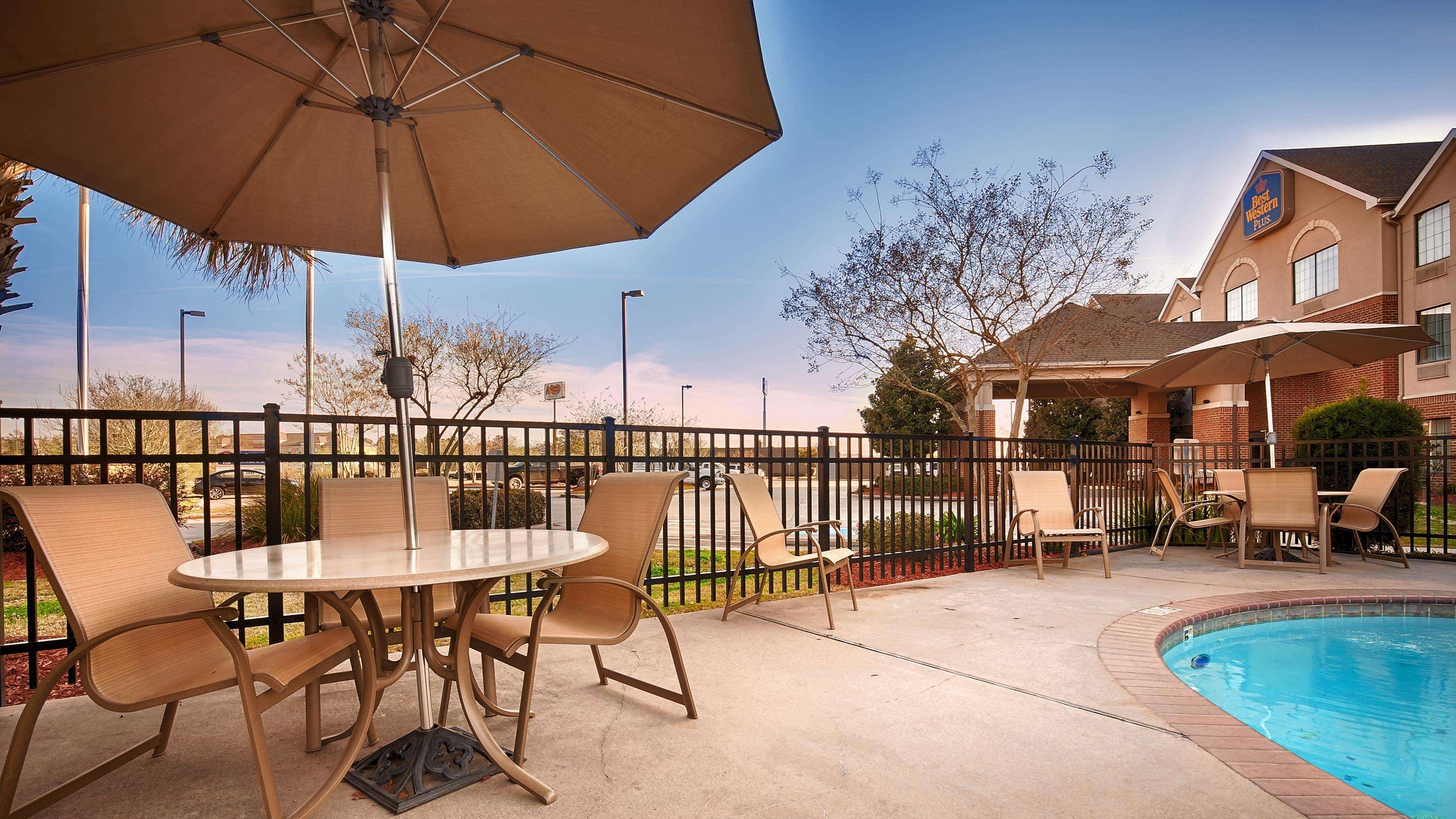 Best Western Plus Executive Hotel & Suites image 11