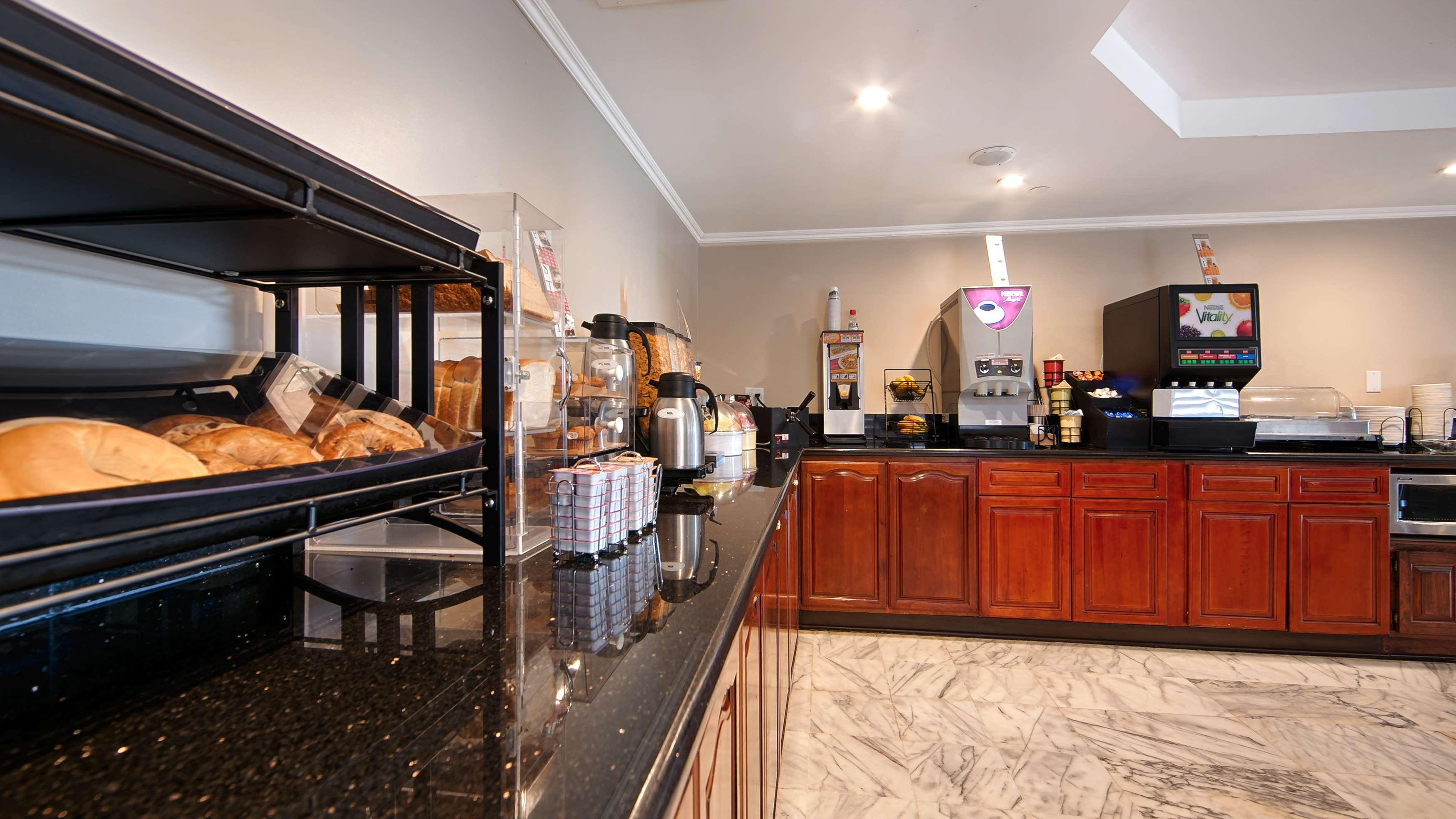 Best Western Pasadena Royale Inn & Suites image 2