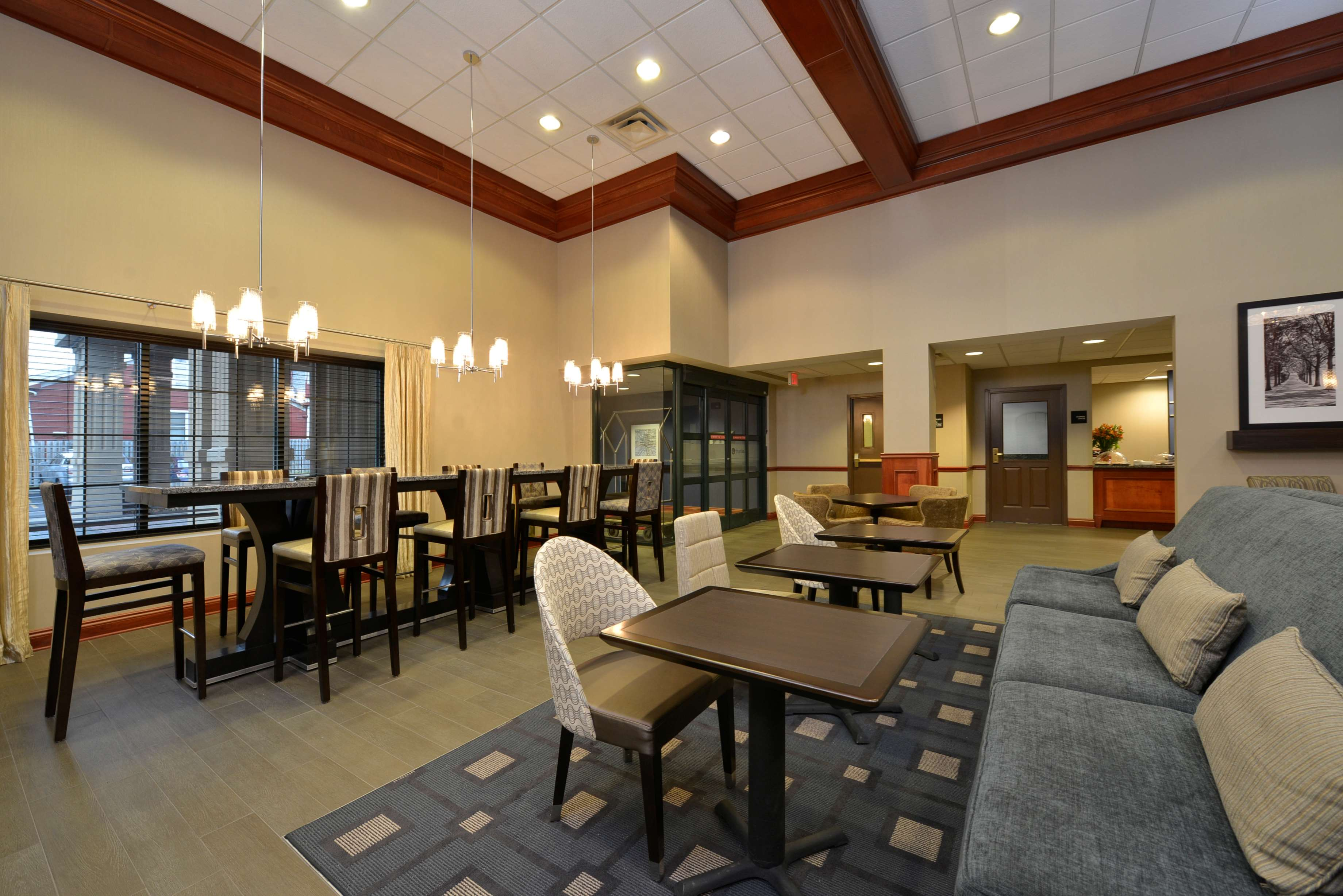 Hampton Inn East Aurora image 4