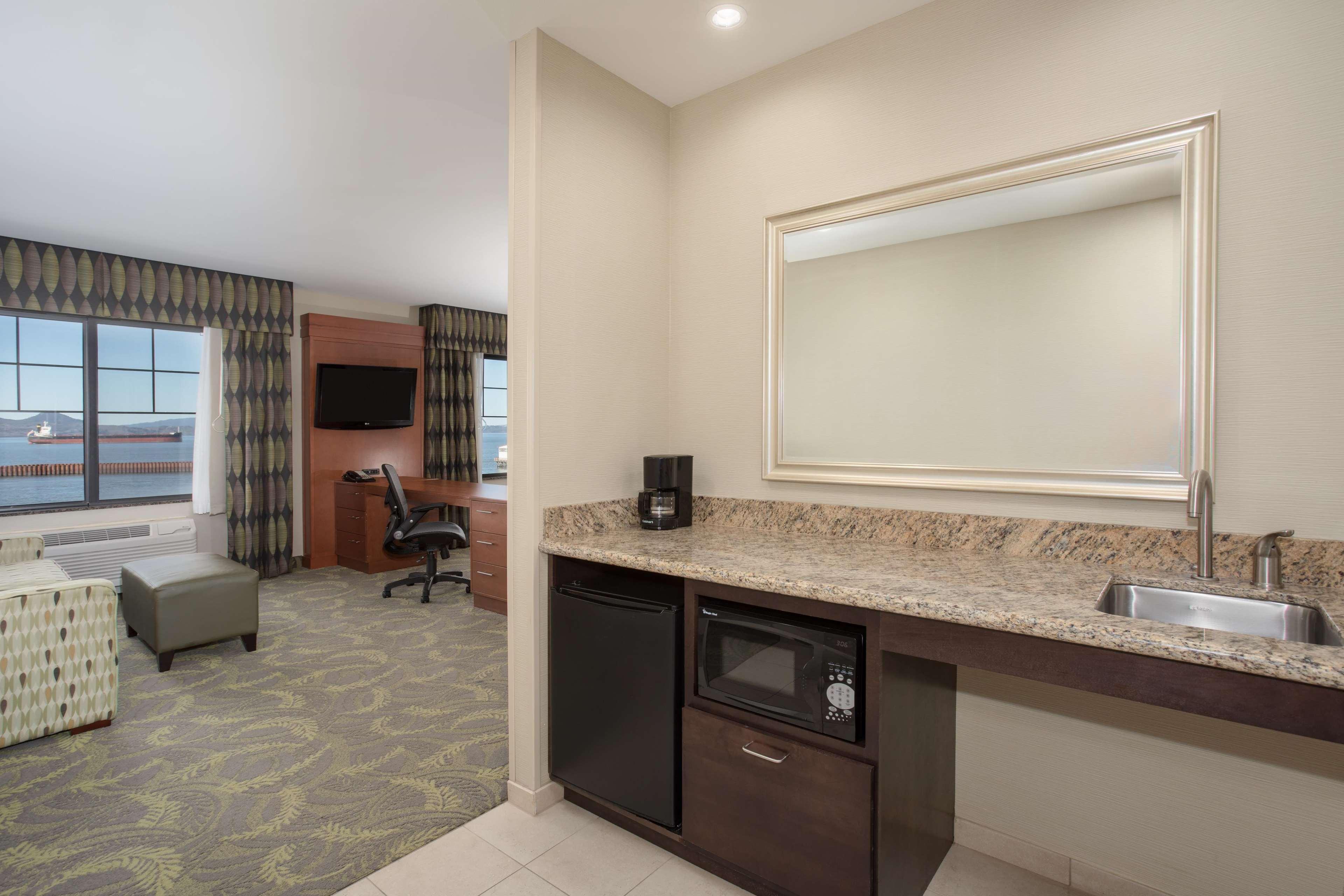 Hampton Inn & Suites Astoria image 12