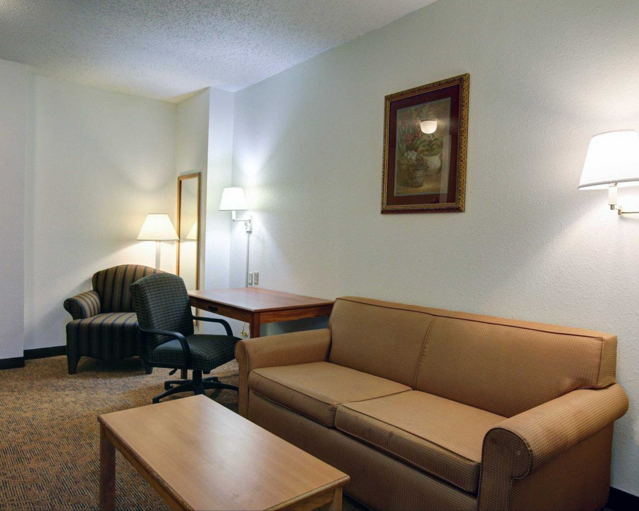 Quality Inn & Suites Airport image 30
