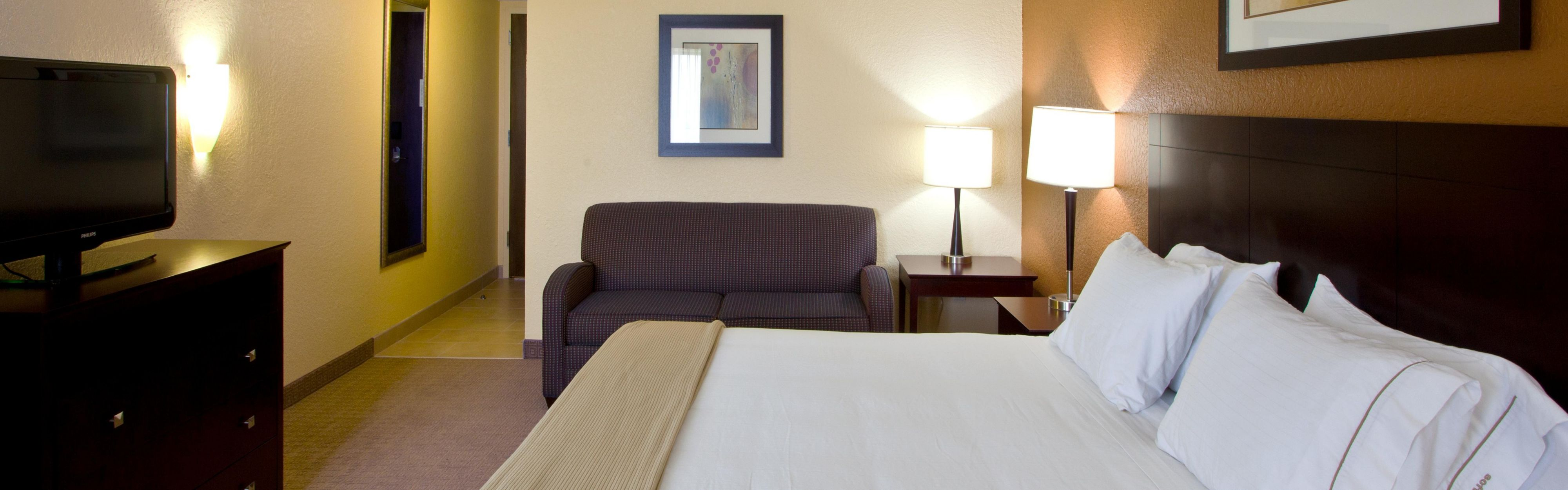 Holiday Inn Express & Suites Ft Lauderdale N - Exec Airport image 1