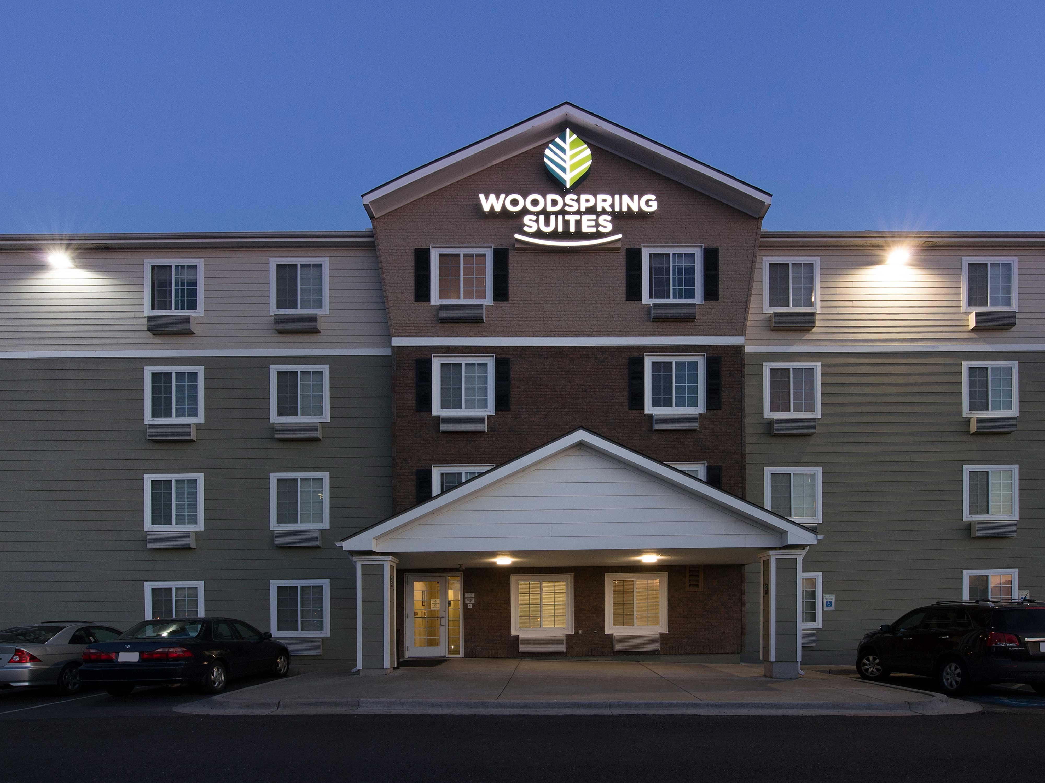 WoodSpring Suites Kansas City Mission image 5