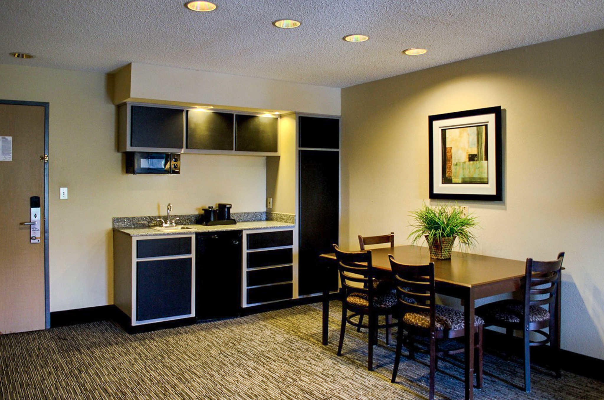 Quality Inn & Suites at Airport Blvd I-65 image 5
