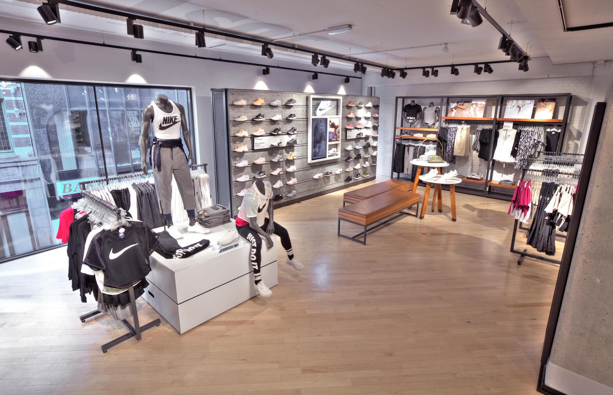 Nike - Openingstijden Nike Kalverstraat 9db3ff7fdb06f
