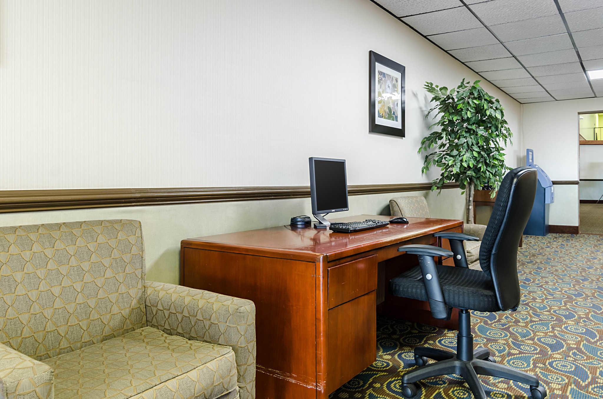 Quality Inn & Suites image 56