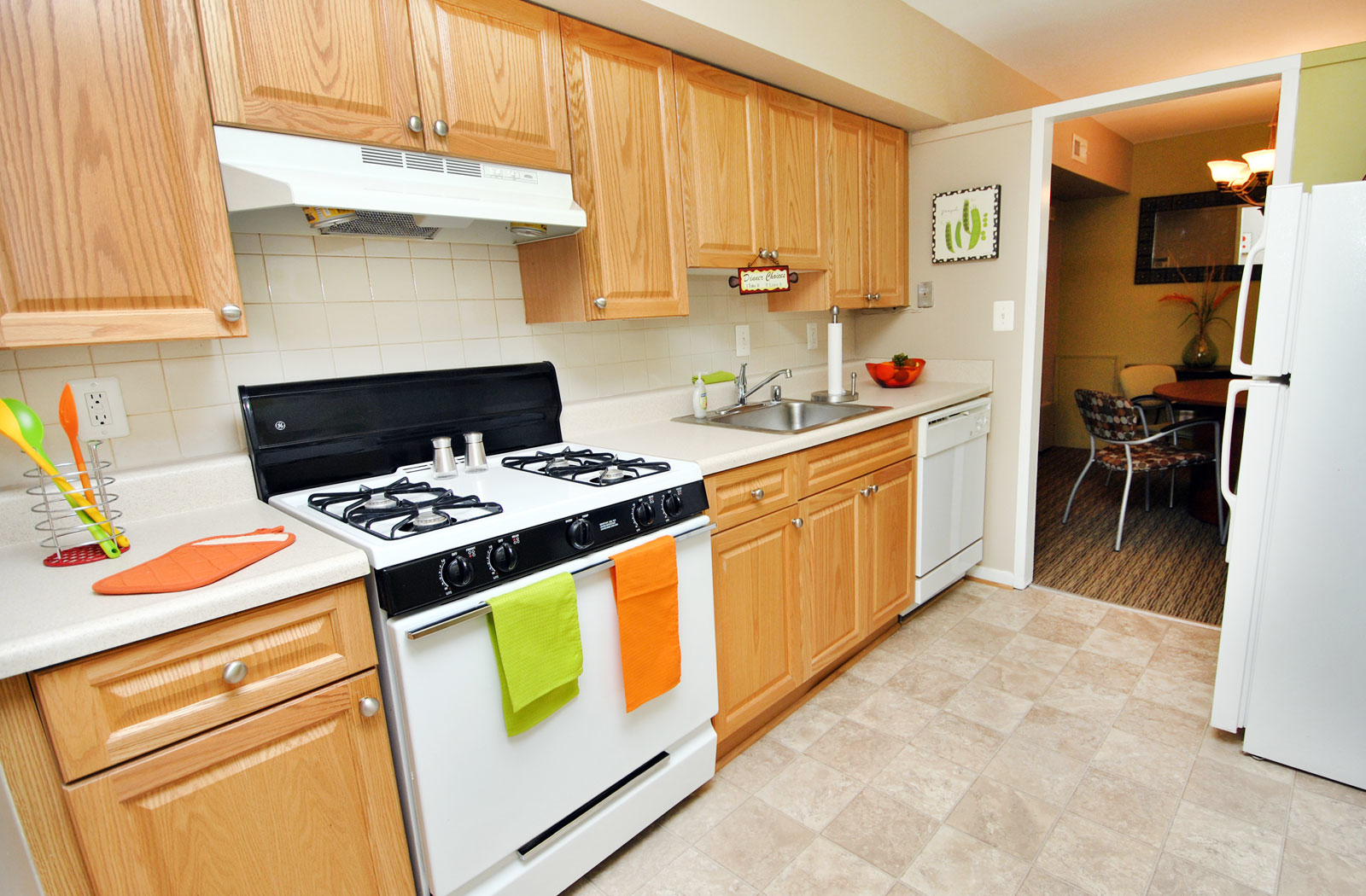 Brook view apartments in baltimore md 410 358 3 - 3 bedroom apartments in baltimore ...
