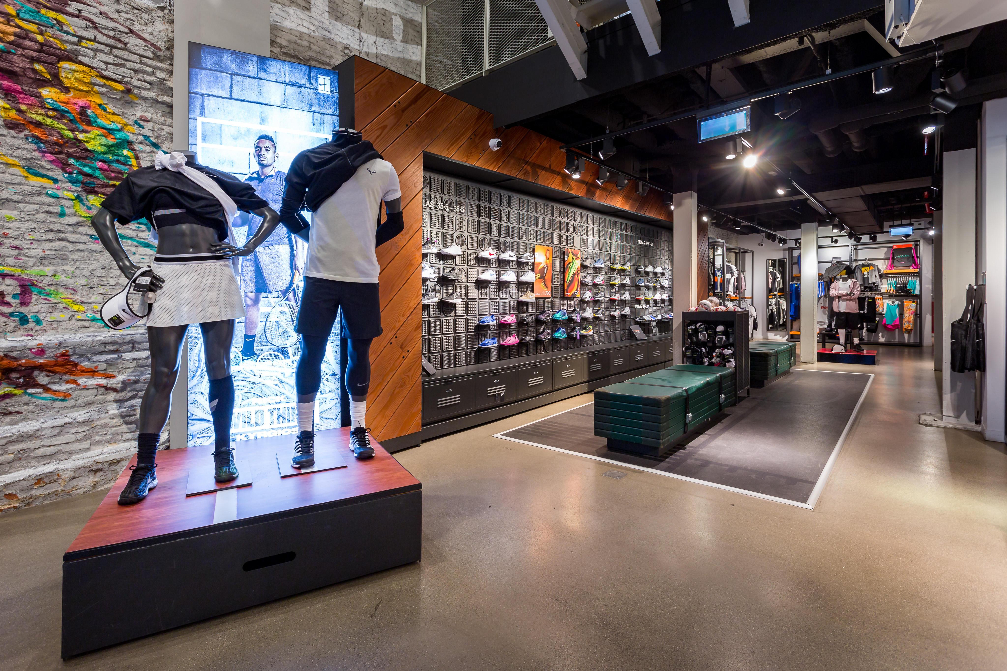 esposas La Iglesia patio de recreo  Nike Store Serrano - Madrid - Calle de Serrano 19   Ropa De ...
