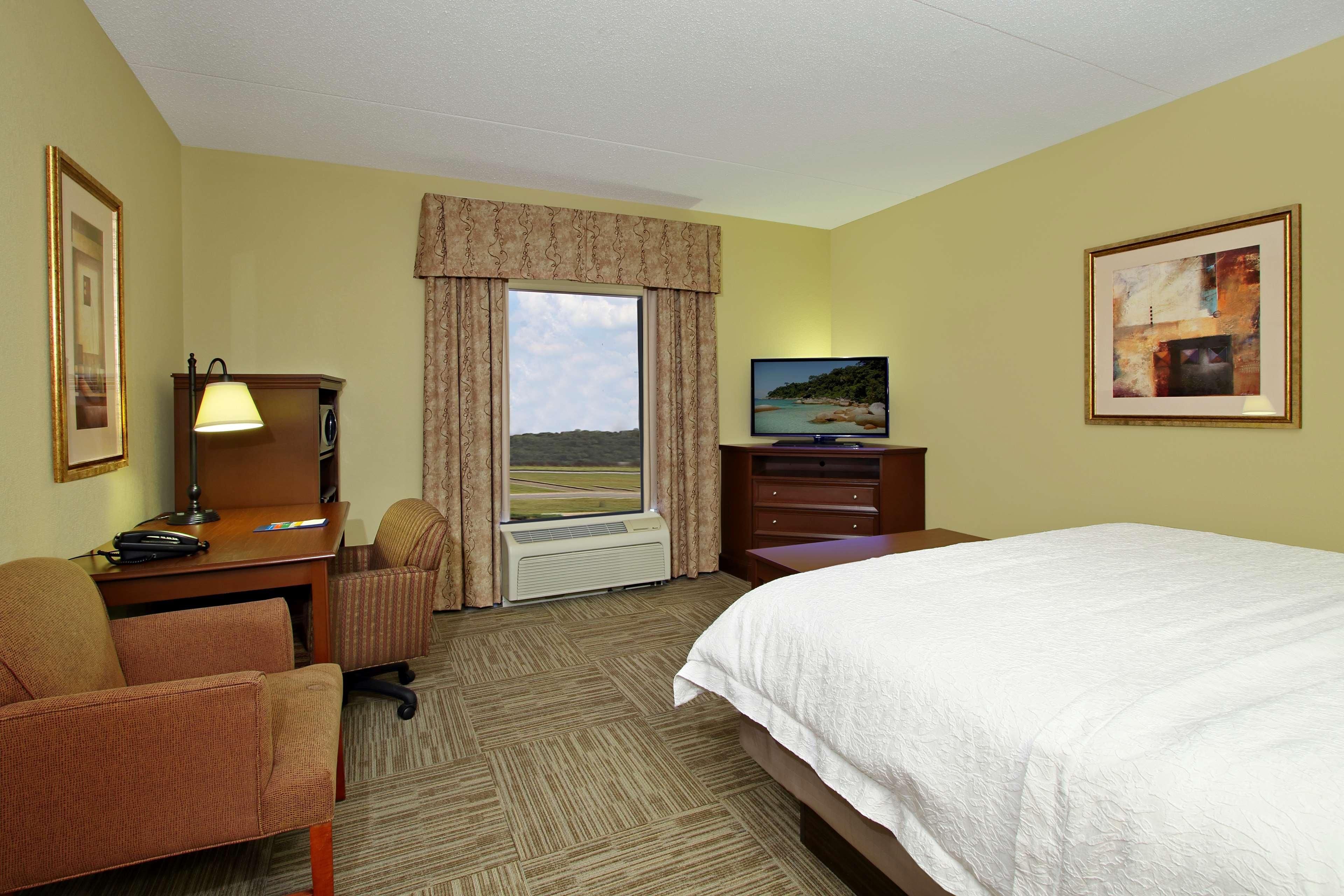 Hampton Inn & Suites Murray image 16