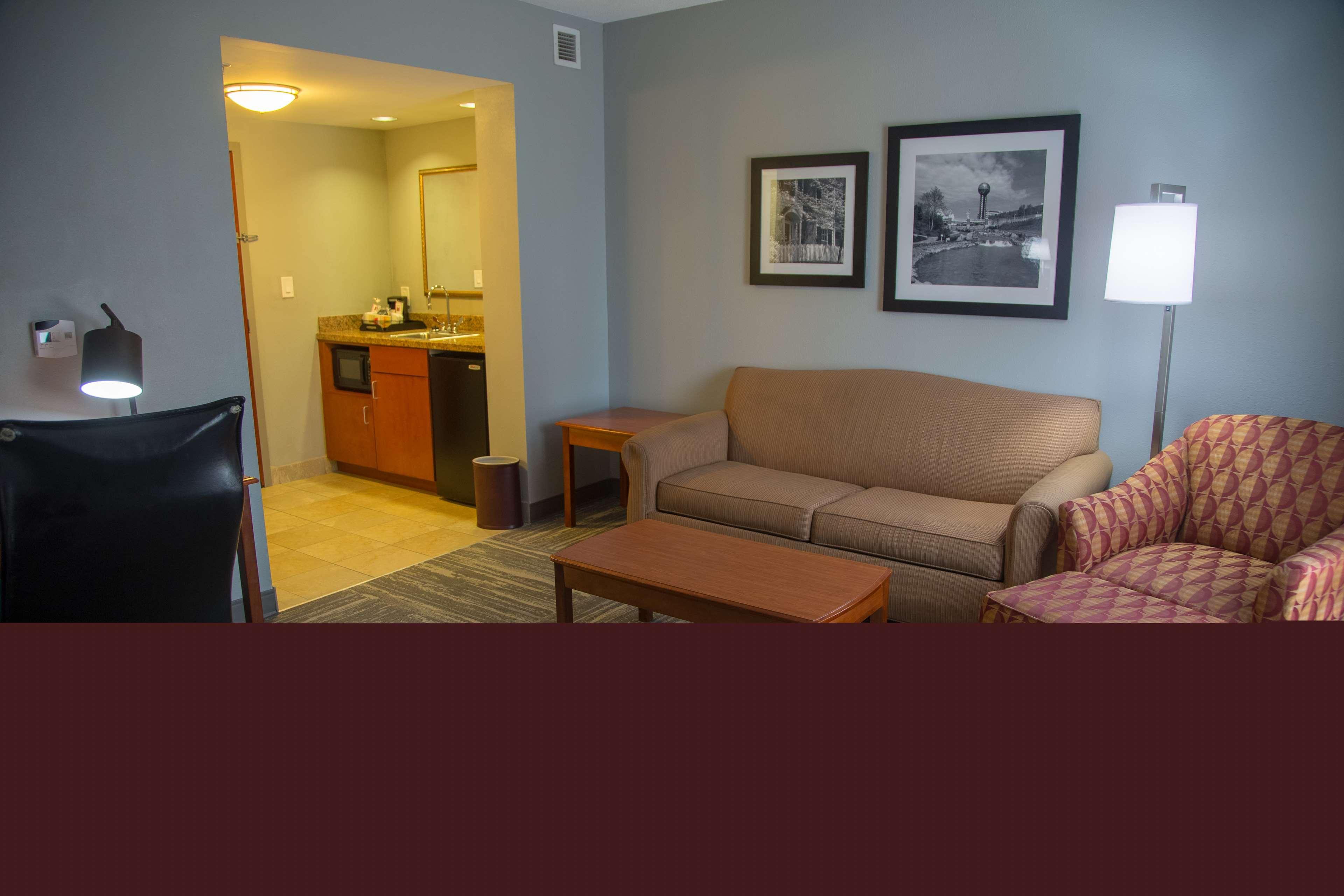 Hampton Inn & Suites Knoxville-Downtown image 1