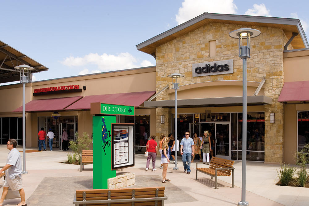 Coach Outlet, located at Round Rock Premium Outlets®: Coach is a modern American luxury brand with a rich heritage rooted in quality and craftsmanship. All over the world, the Coach name is synonymous with the ease and sophistication of New York style.