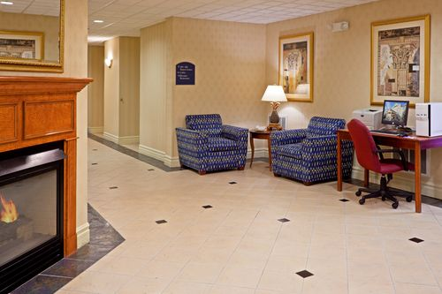 Holiday Inn Express & Suites Reading image 2