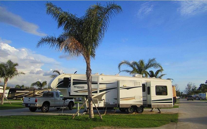 Tucson Park & Sell RV image 4