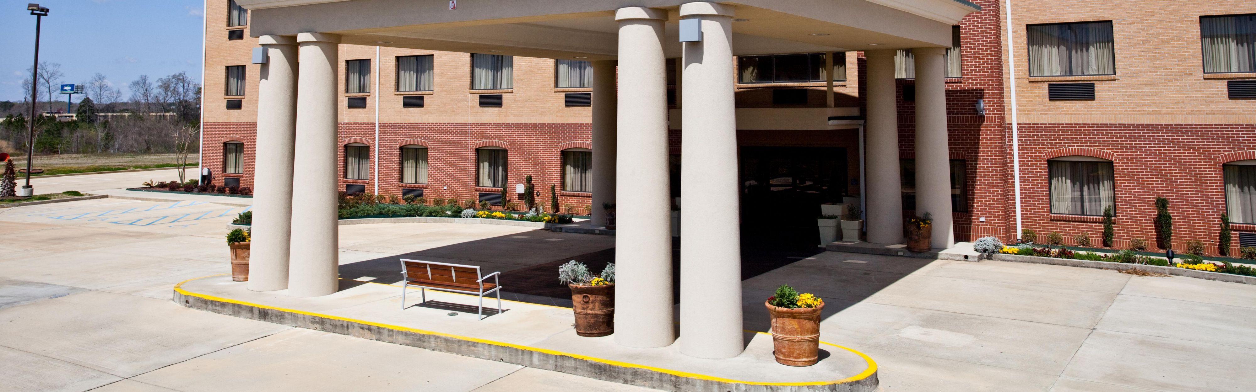 Holiday Inn Express Clanton image 0