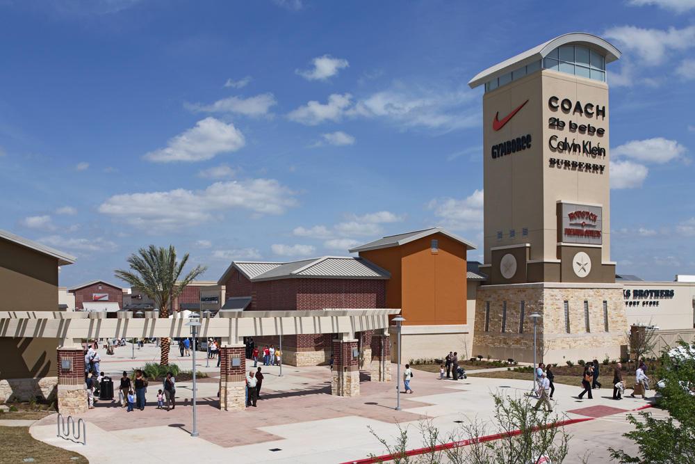 Houston Premium Outlets image 11