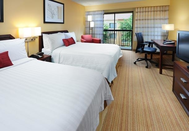 Courtyard by Marriott Houston Hobby Airport image 5