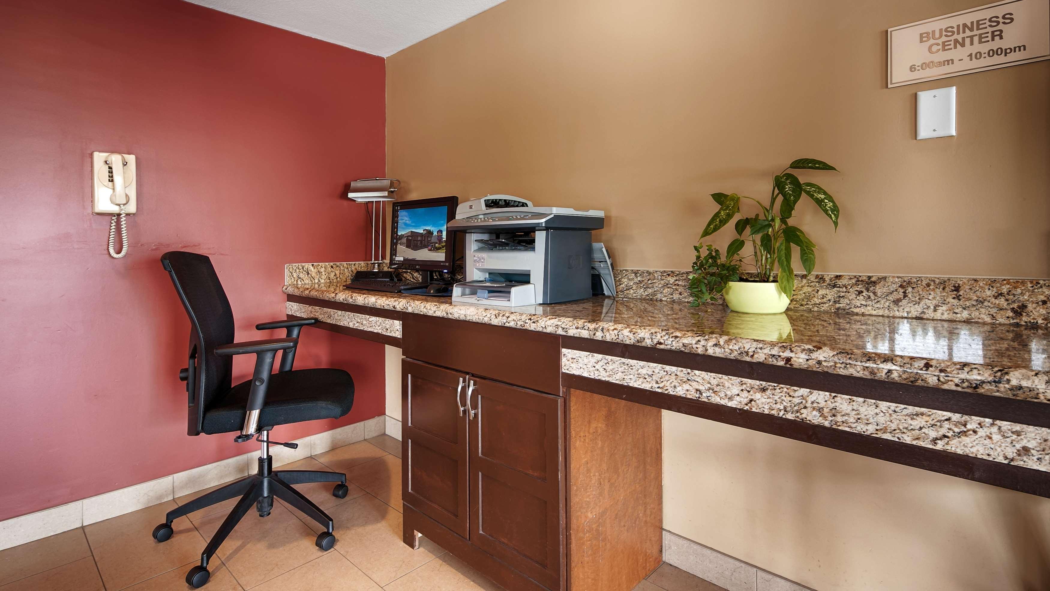 Best Western Maple Ridge Hotel in Maple Ridge: Business Center