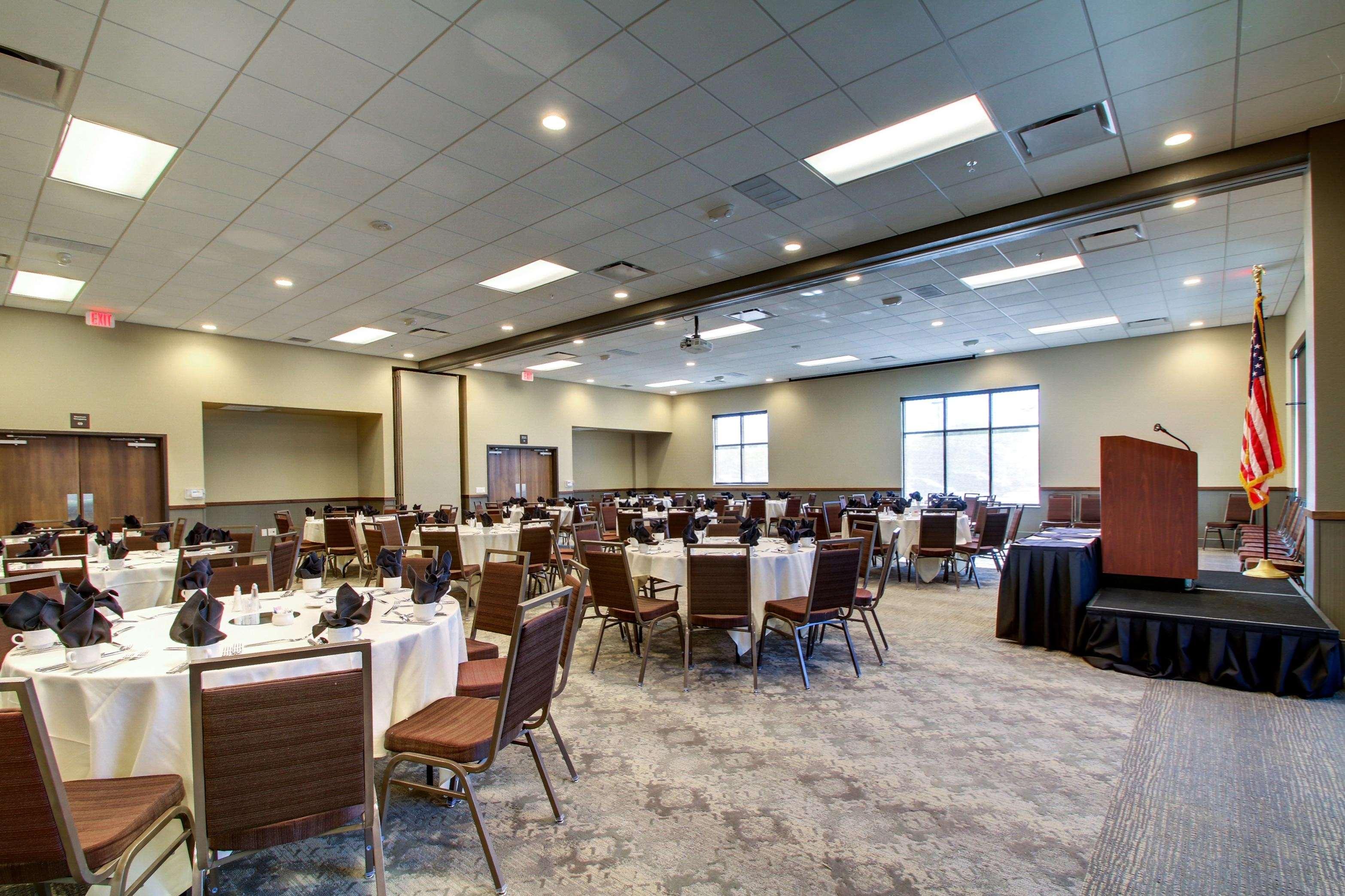Hampton Inn & Suites Milwaukee West image 17