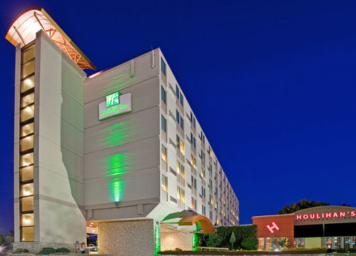 Holiday Inn Manhattan At The Campus - ad image
