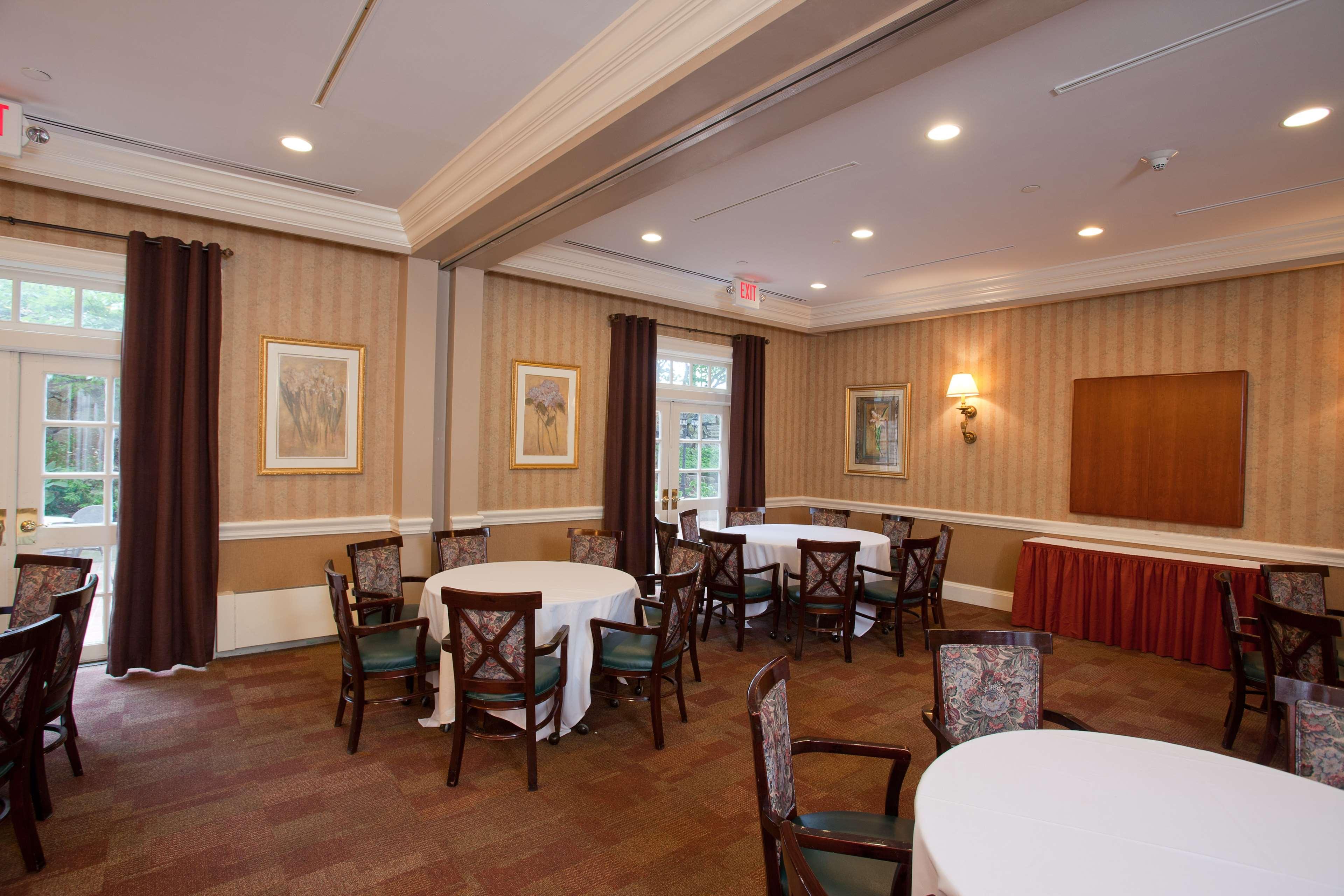 Hampton Inn & Suites Stamford image 43