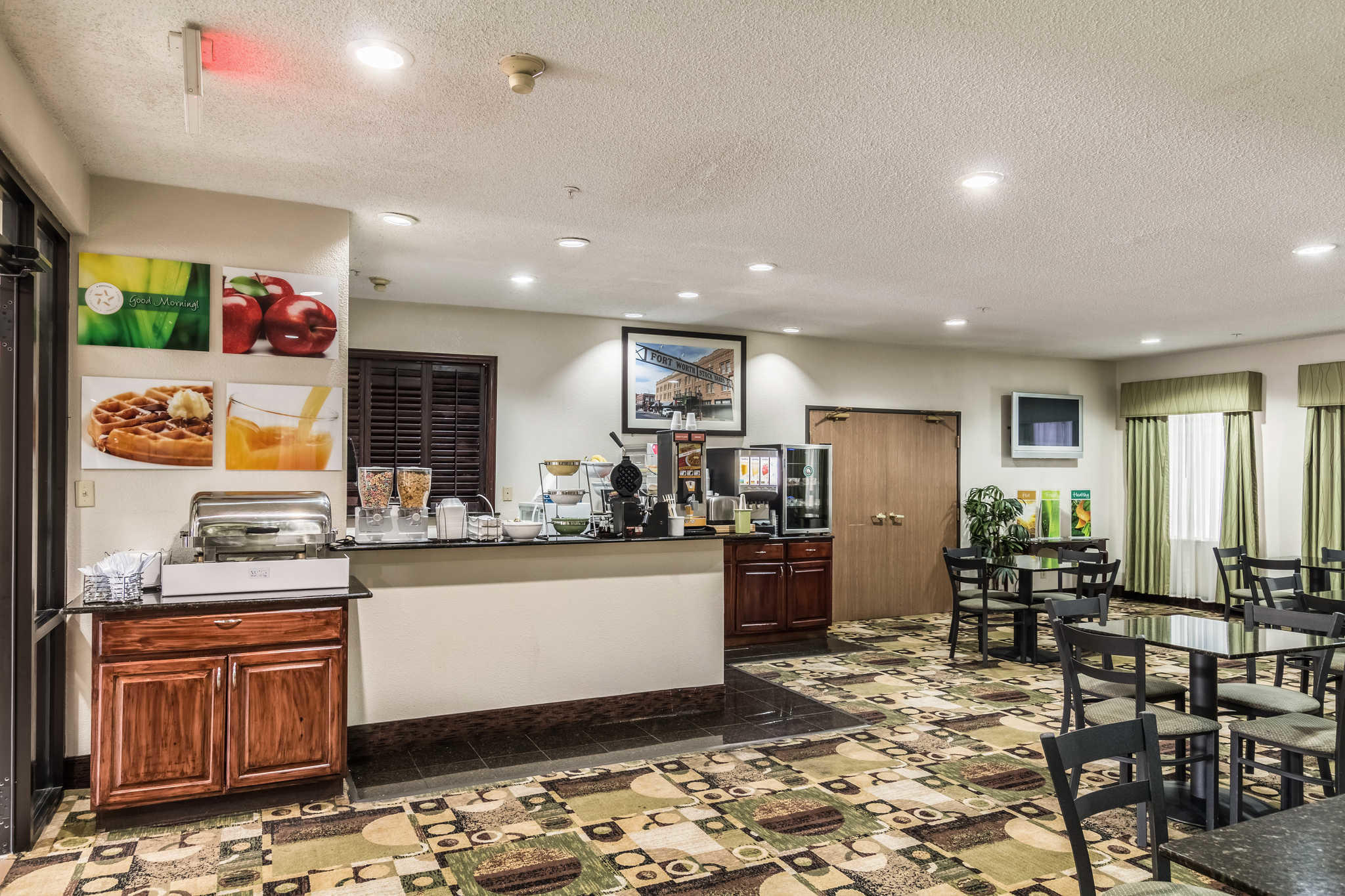Quality Suites Burleson - Ft. Worth image 22