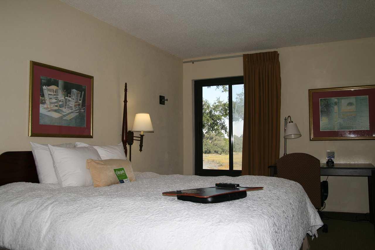 Hampton Inn Beaufort image 10