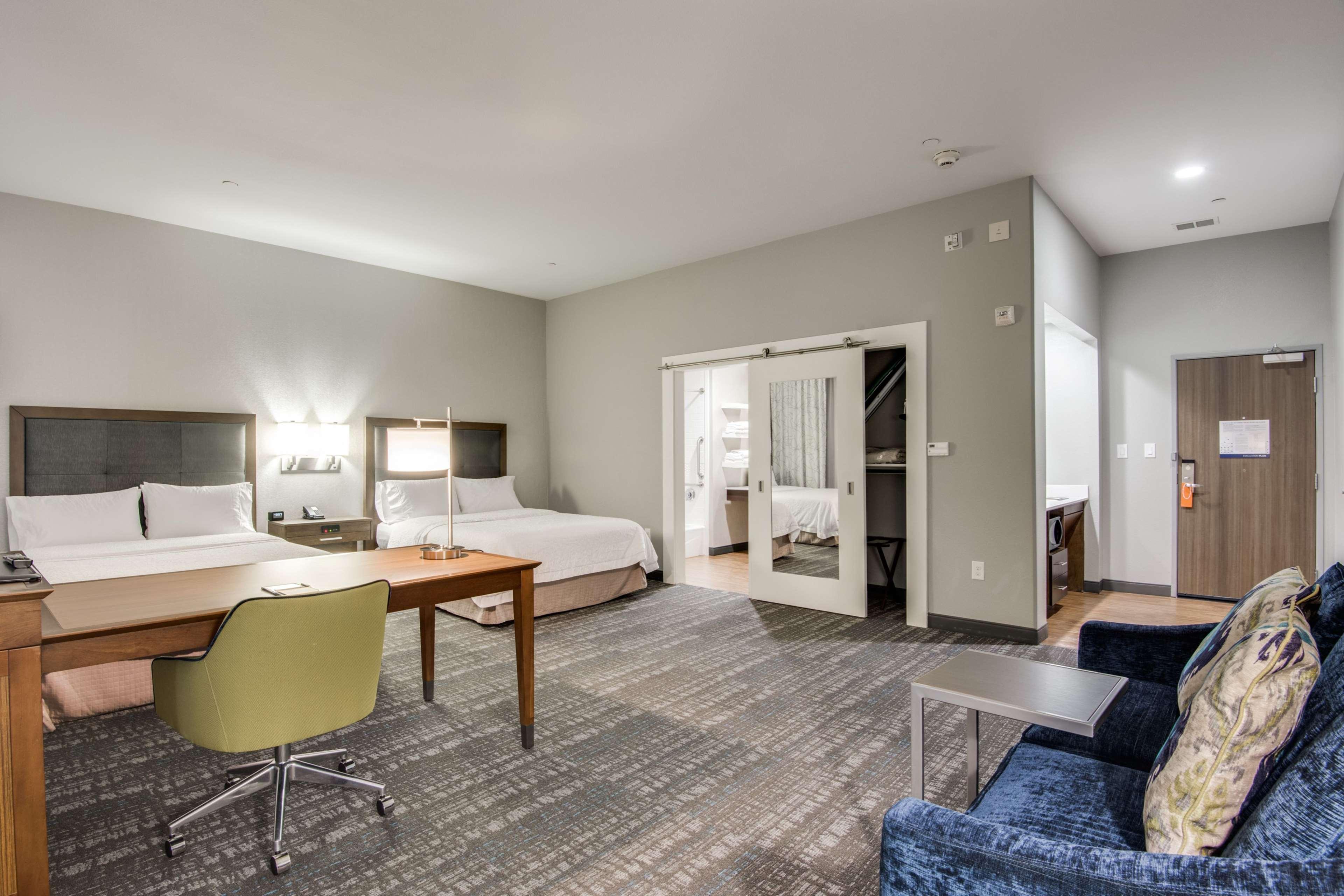 Hampton Inn & Suites Dallas/Ft. Worth Airport South image 18