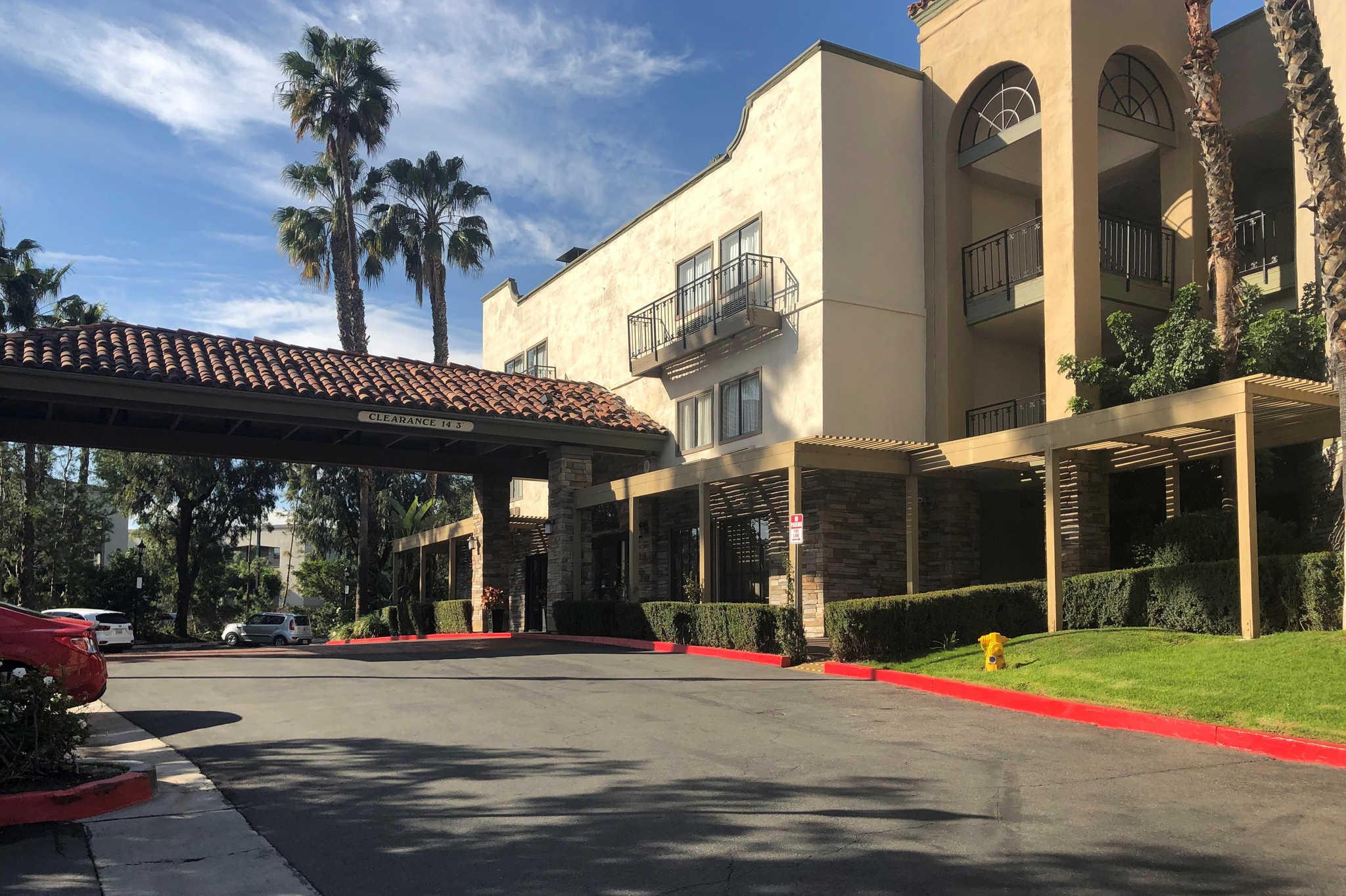 Comfort Inn & Suites Orange County John Wayne Airport image 1
