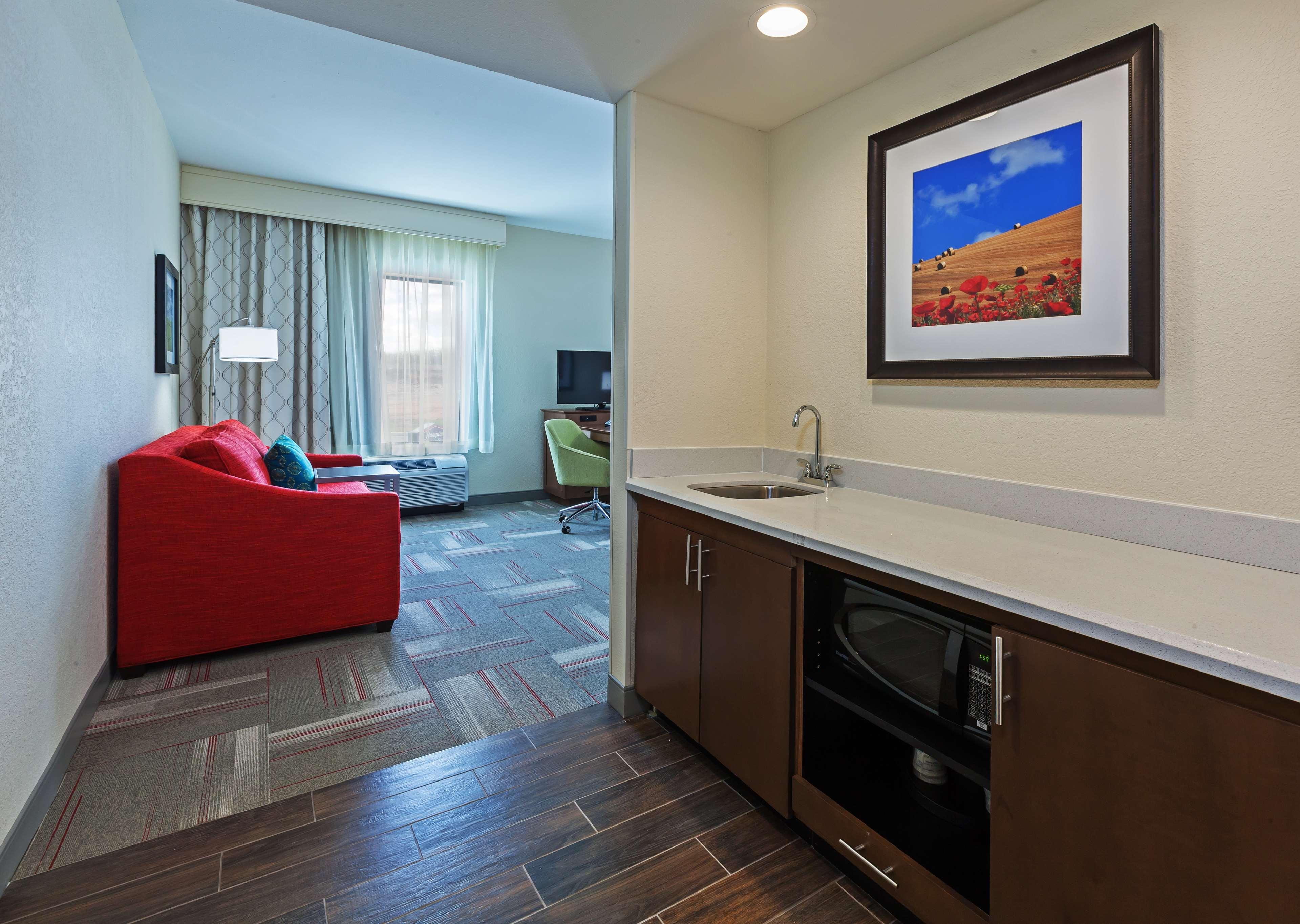 Hampton Inn & Suites Claremore image 17