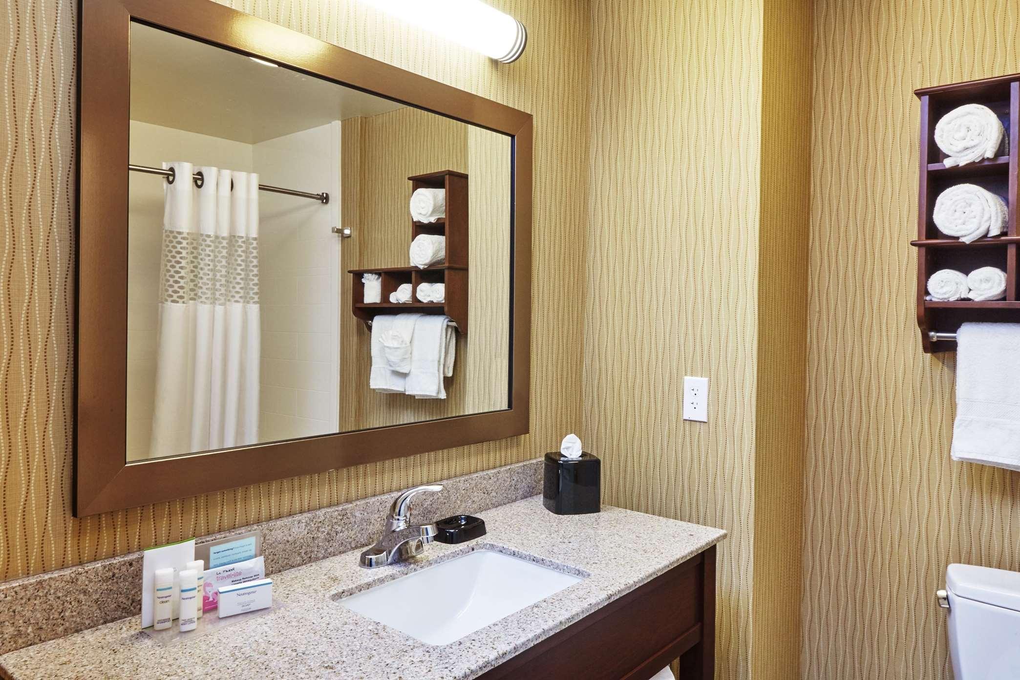 Hampton Inn & Suites Milwaukee/Franklin image 22