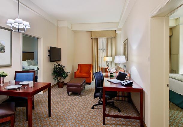 Residence inn by marriott savannah downtown historic district in savannah ga 912 233 9 for Hotels with 2 bedroom suites in savannah ga