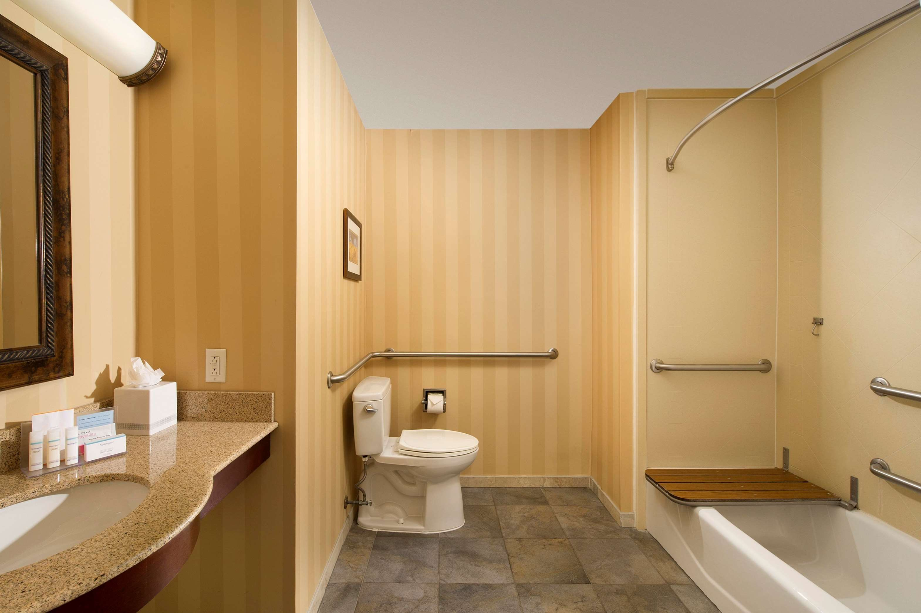 Hampton Inn & Suites San Antonio-Airport image 20