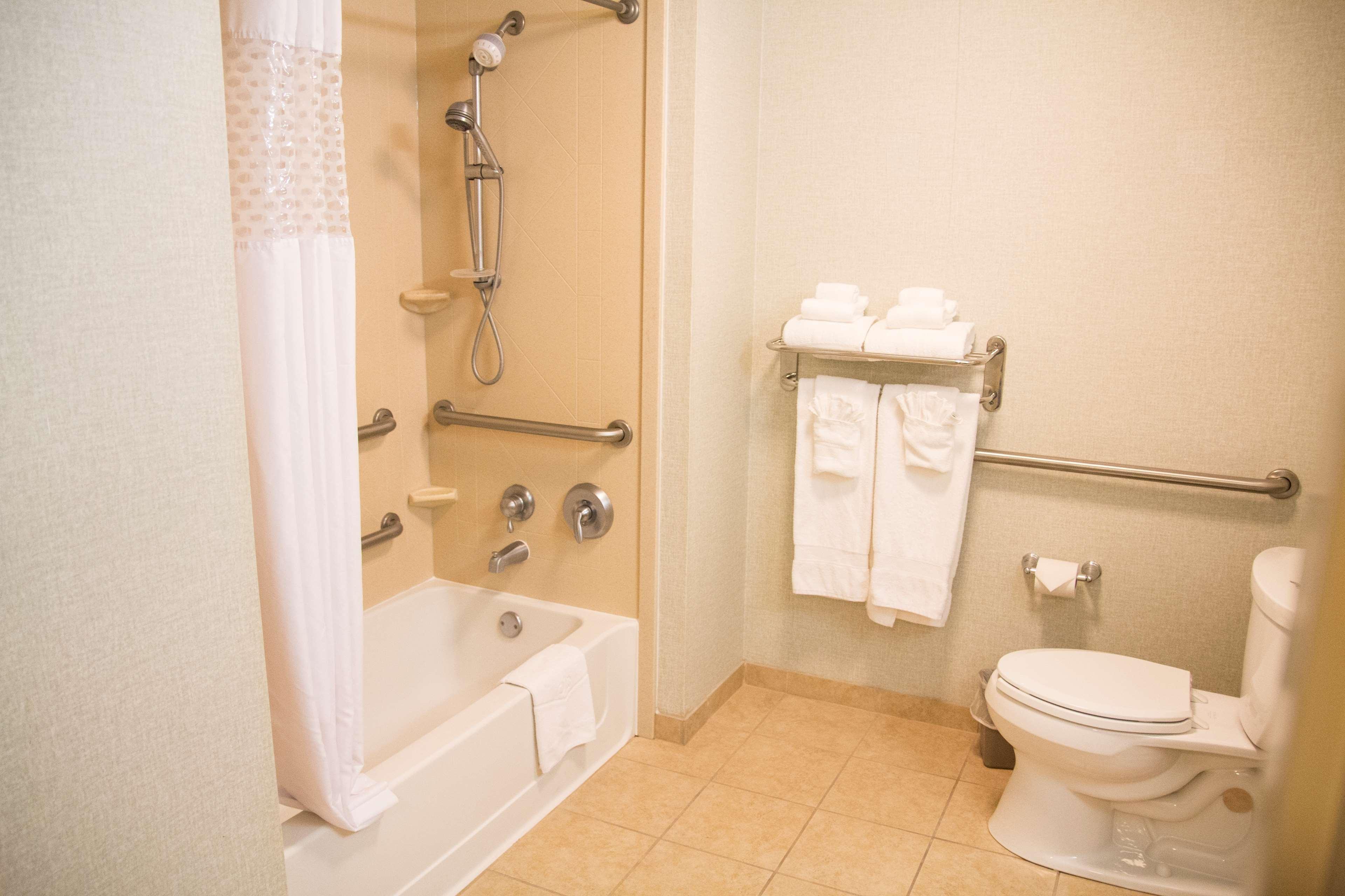 Hampton Inn & Suites Madera image 34