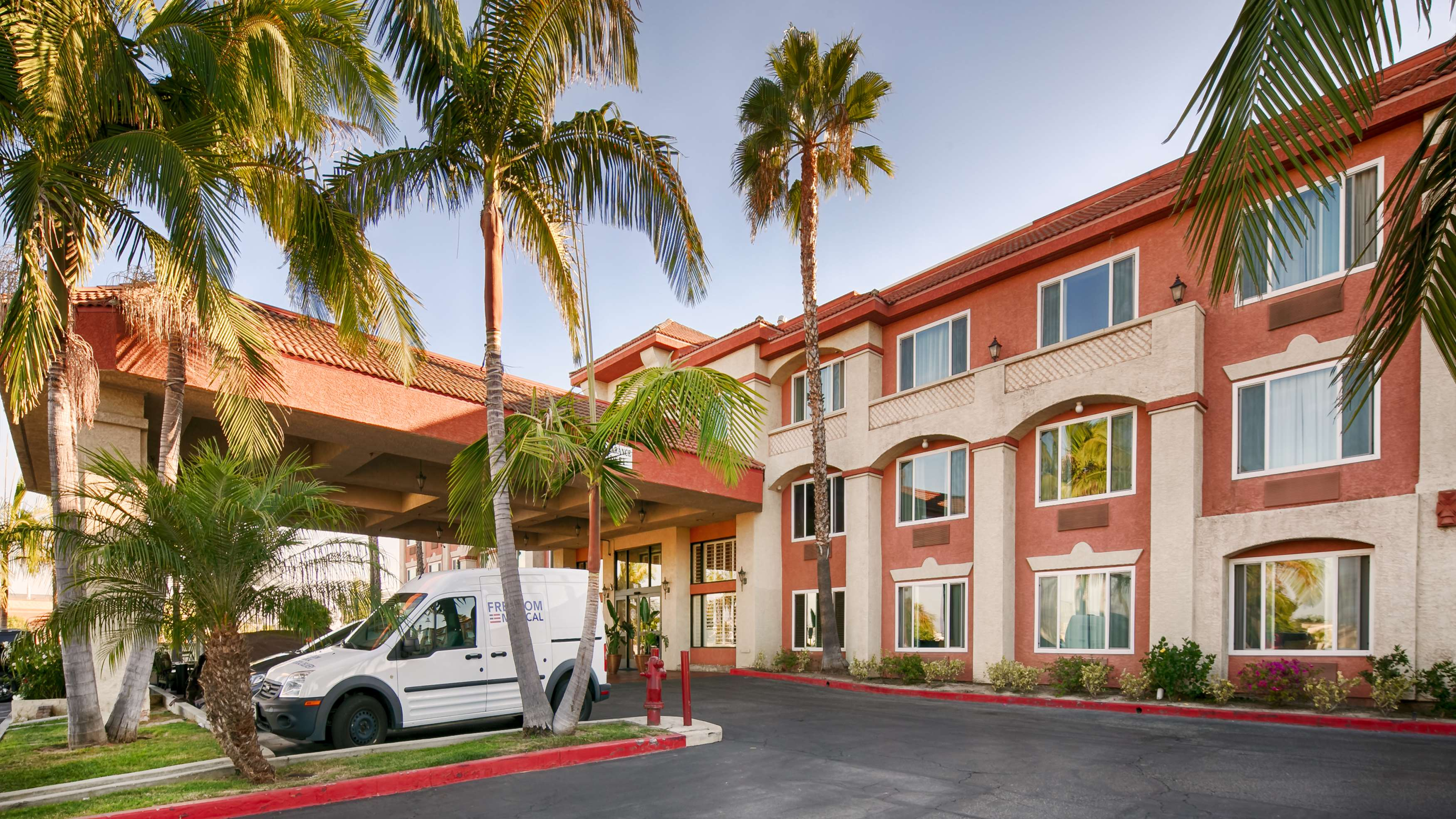 Best western plus anaheim orange county hotel 118 e for Hotels orange