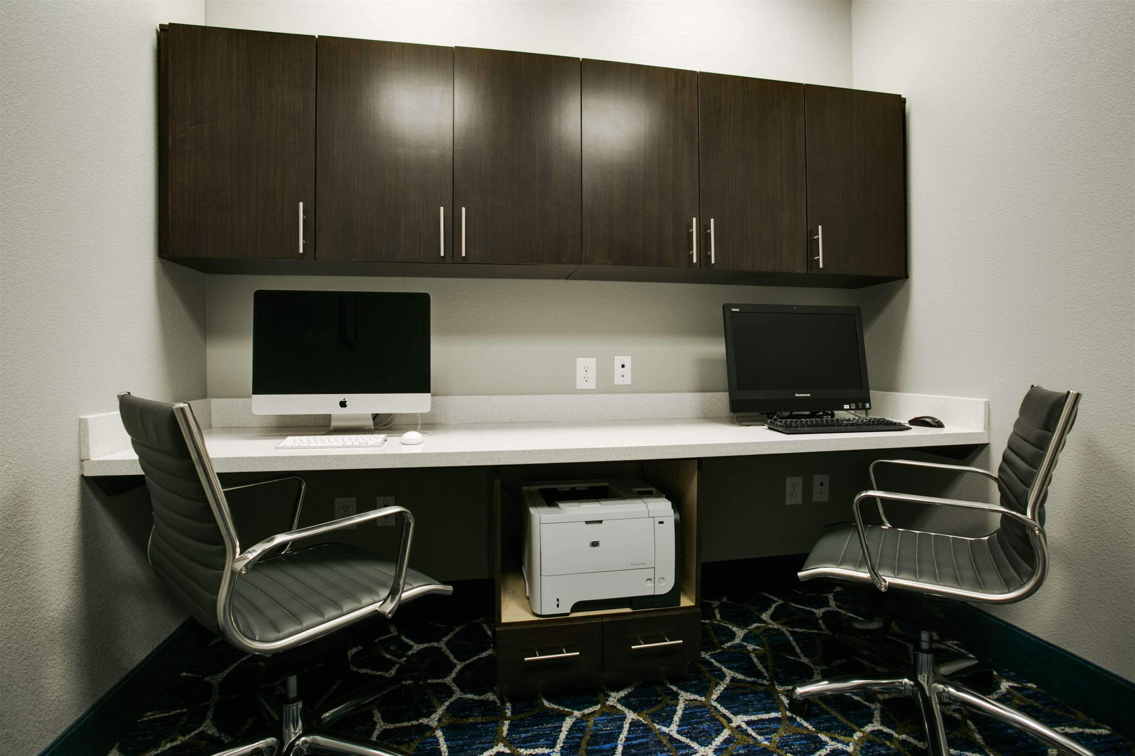 Hampton Inn & Suites Dallas/Ft. Worth Airport South image 39