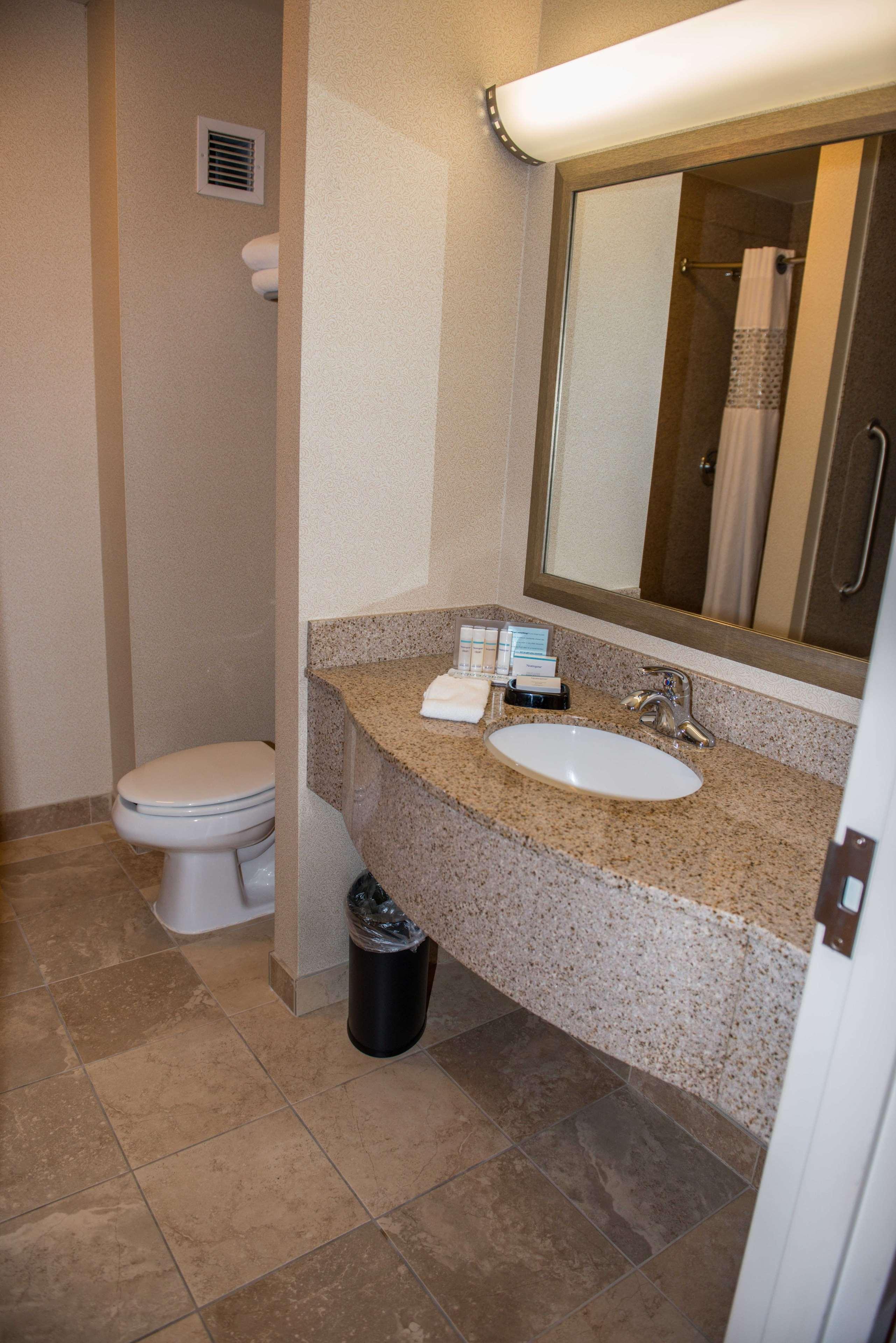 Hampton Inn & Suites Bremerton image 44