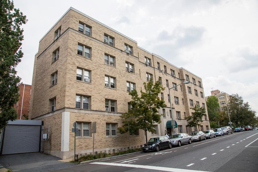 Washington dc wa meridian park apartments find meridian for Buy apartment in washington dc