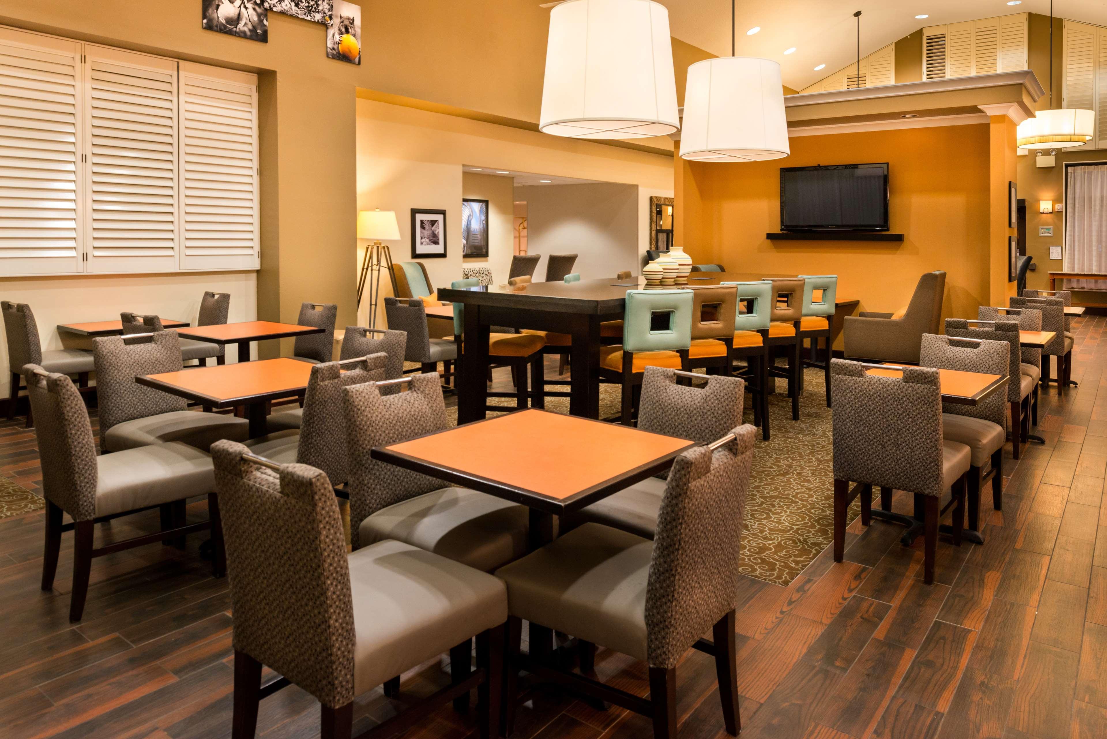 Hampton Inn & Suites Orlando/East UCF Area image 2