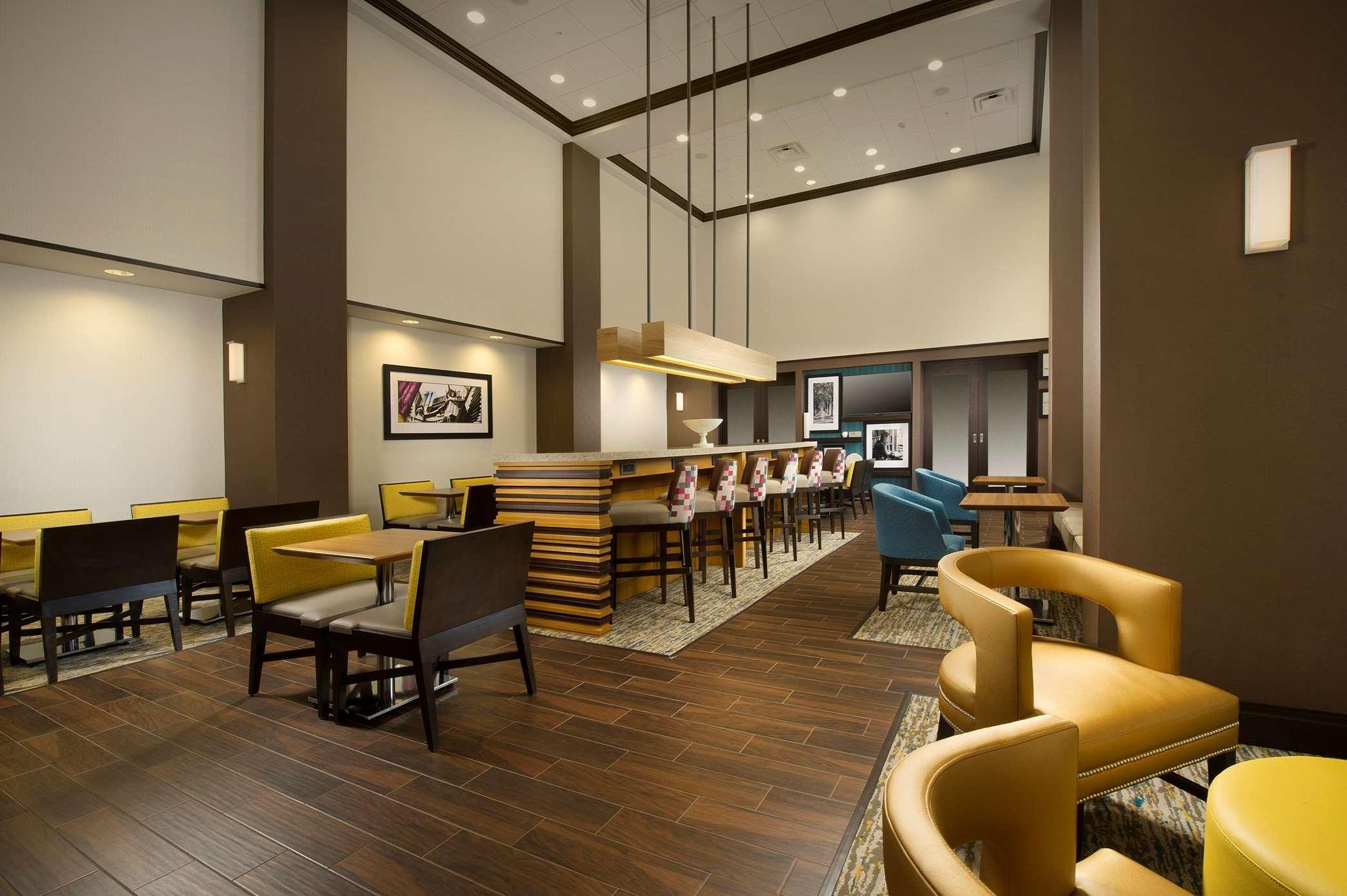 Hampton Inn & Suites Syracuse/Carrier Circle image 3